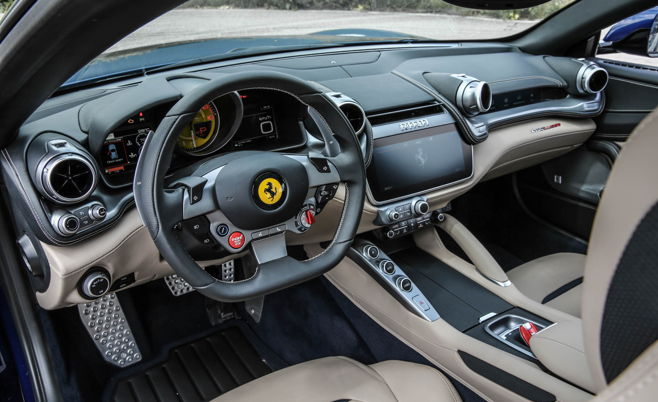 2017 Ferrari GTC4Lusso (Photo 46 of 52)