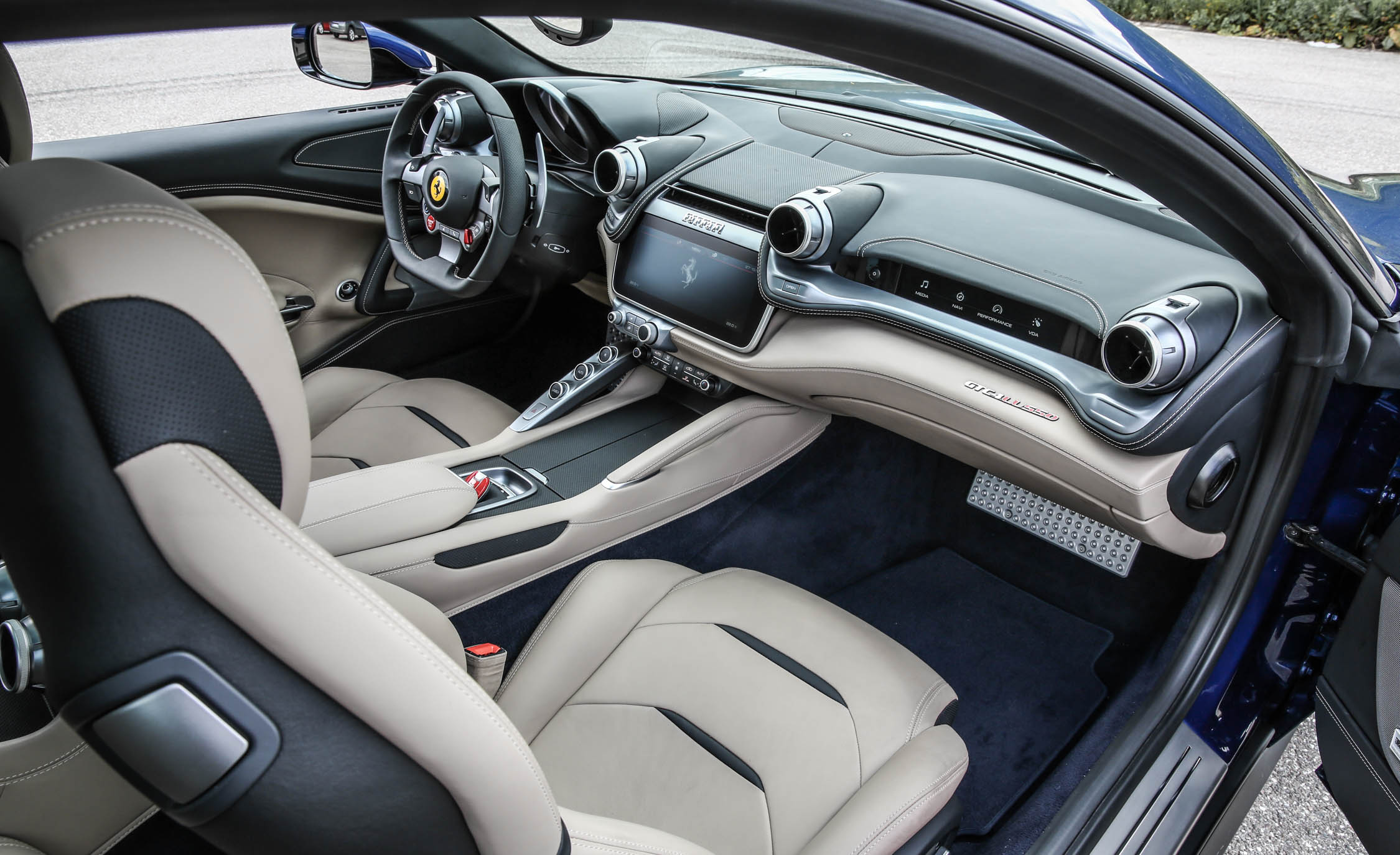 2017 Ferrari GTC4Lusso (Photo 49 of 52)