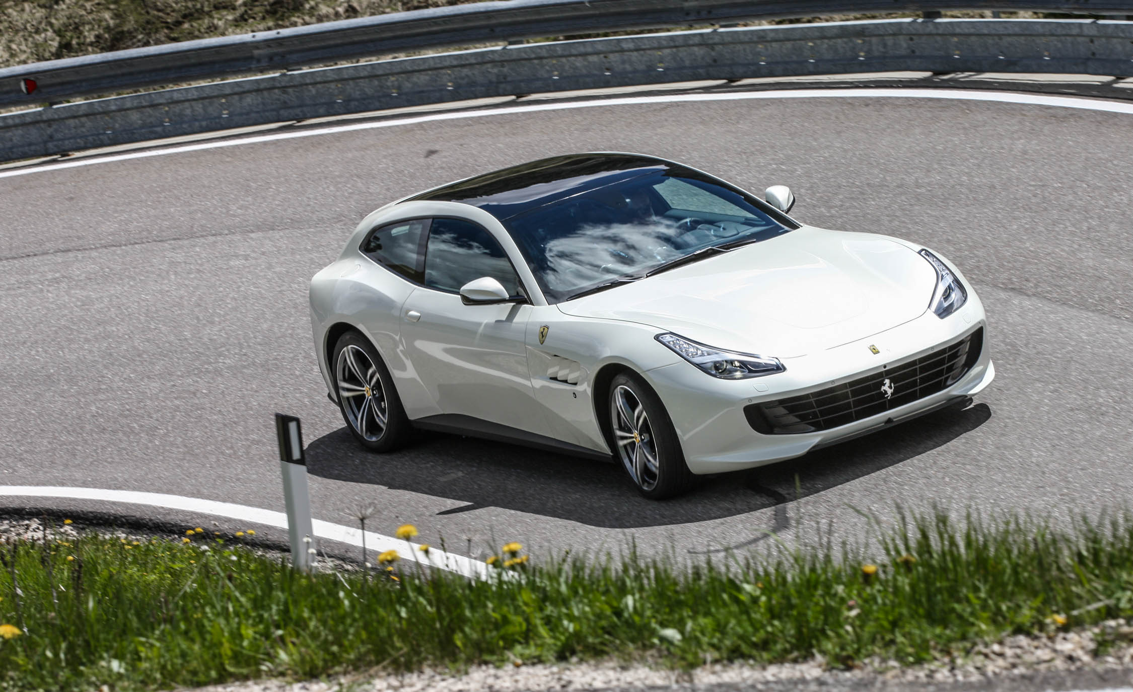 2017 Ferrari GTC4Lusso (Photo 20 of 52)