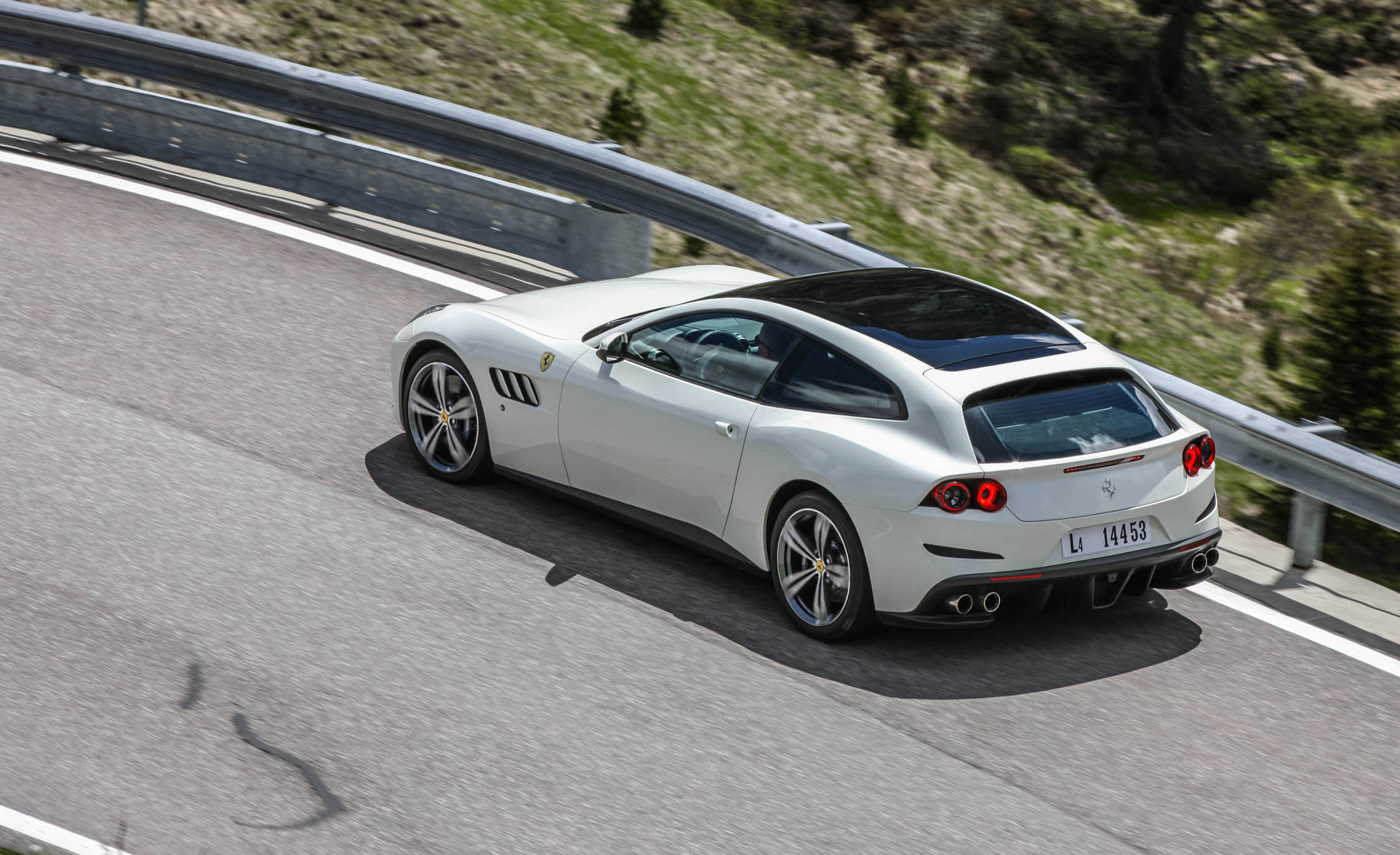 2017 Ferrari GTC4Lusso (Photo 18 of 52)