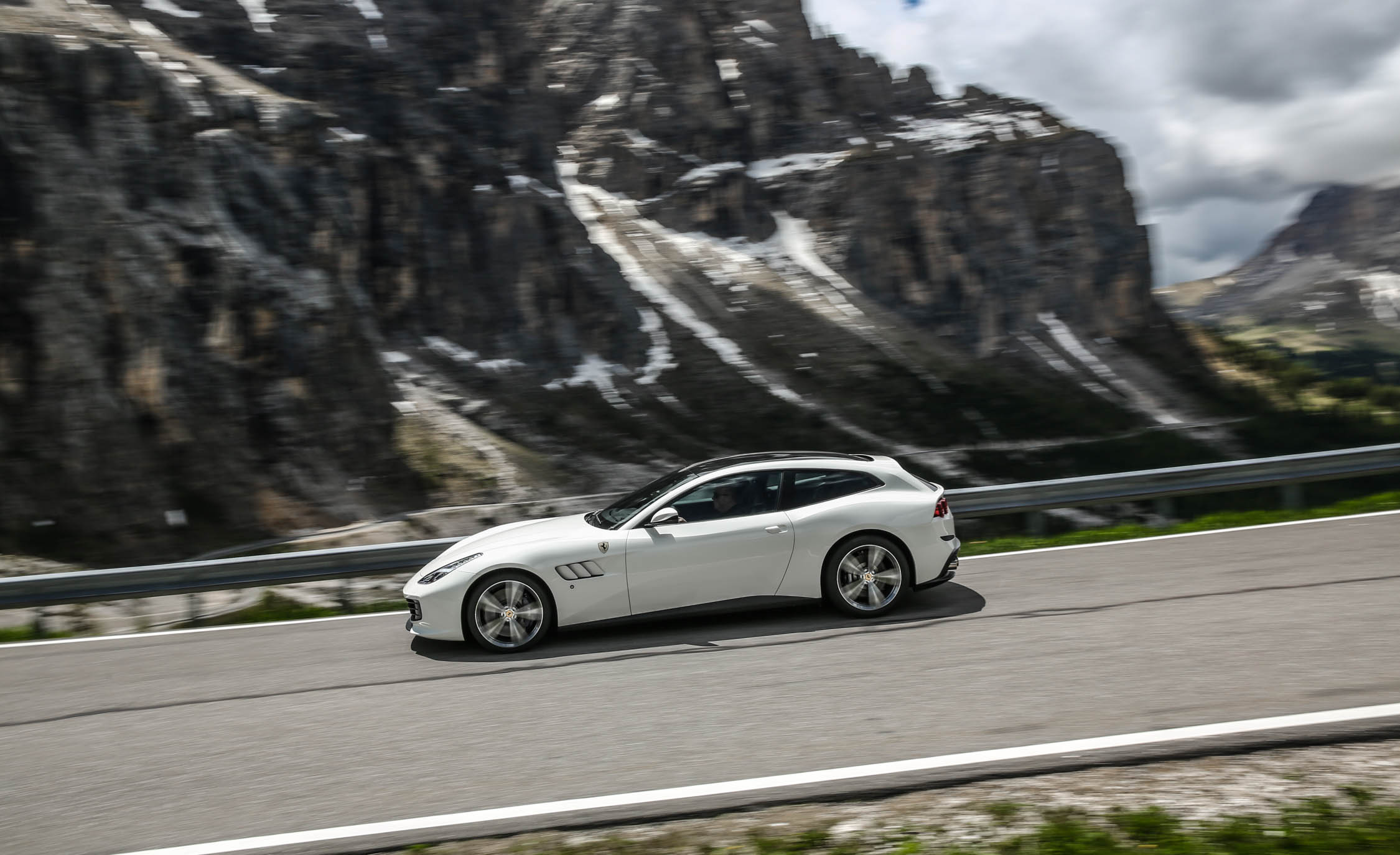 2017 Ferrari GTC4Lusso (Photo 21 of 52)