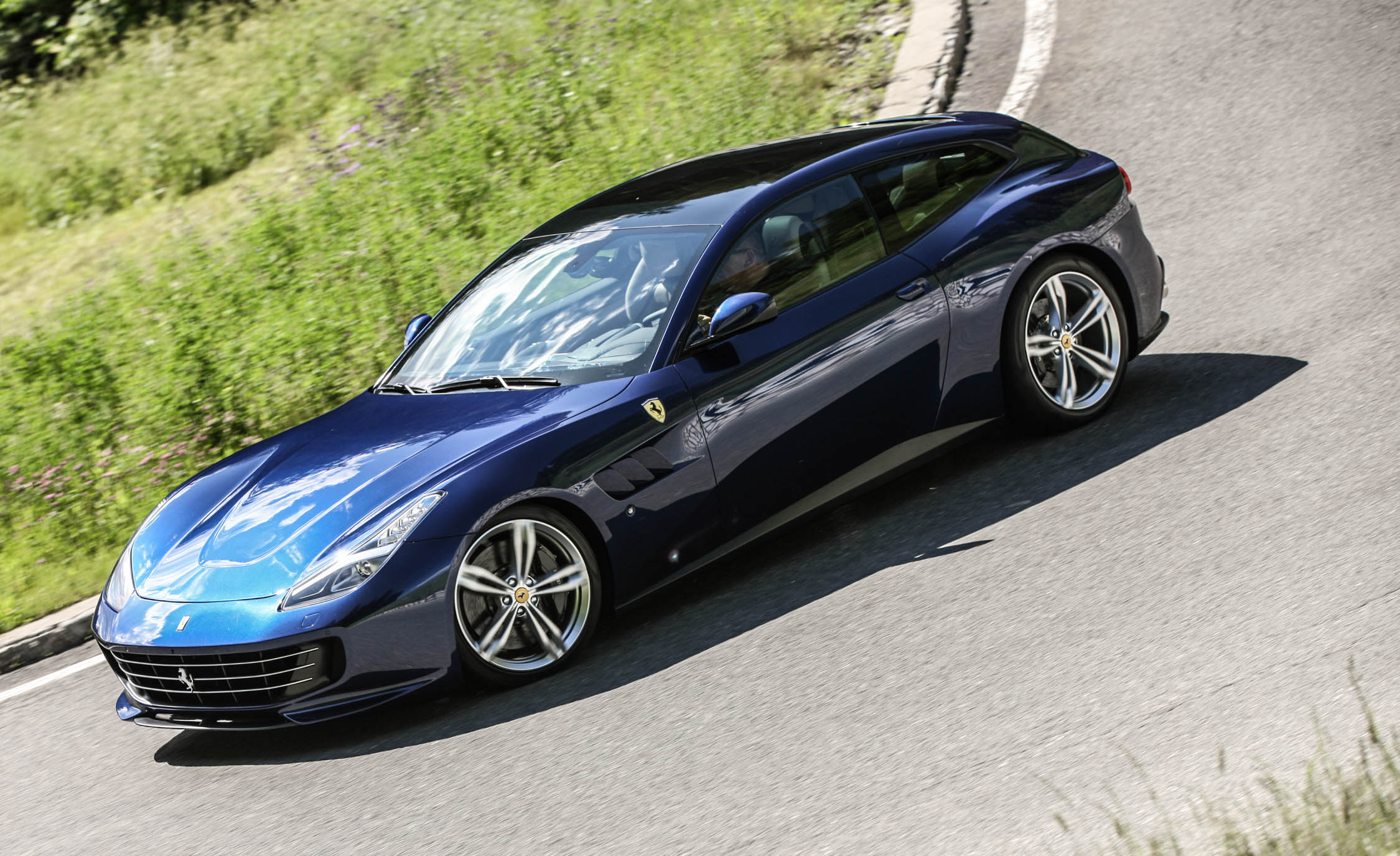 2017 Ferrari GTC4Lusso (Photo 35 of 52)