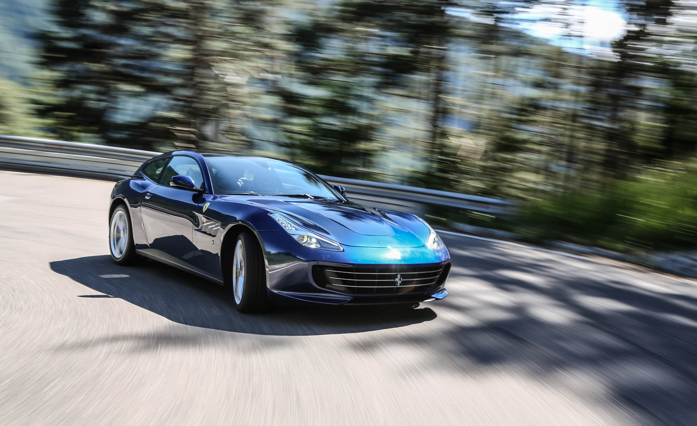 2017 Ferrari GTC4Lusso (Photo 29 of 52)