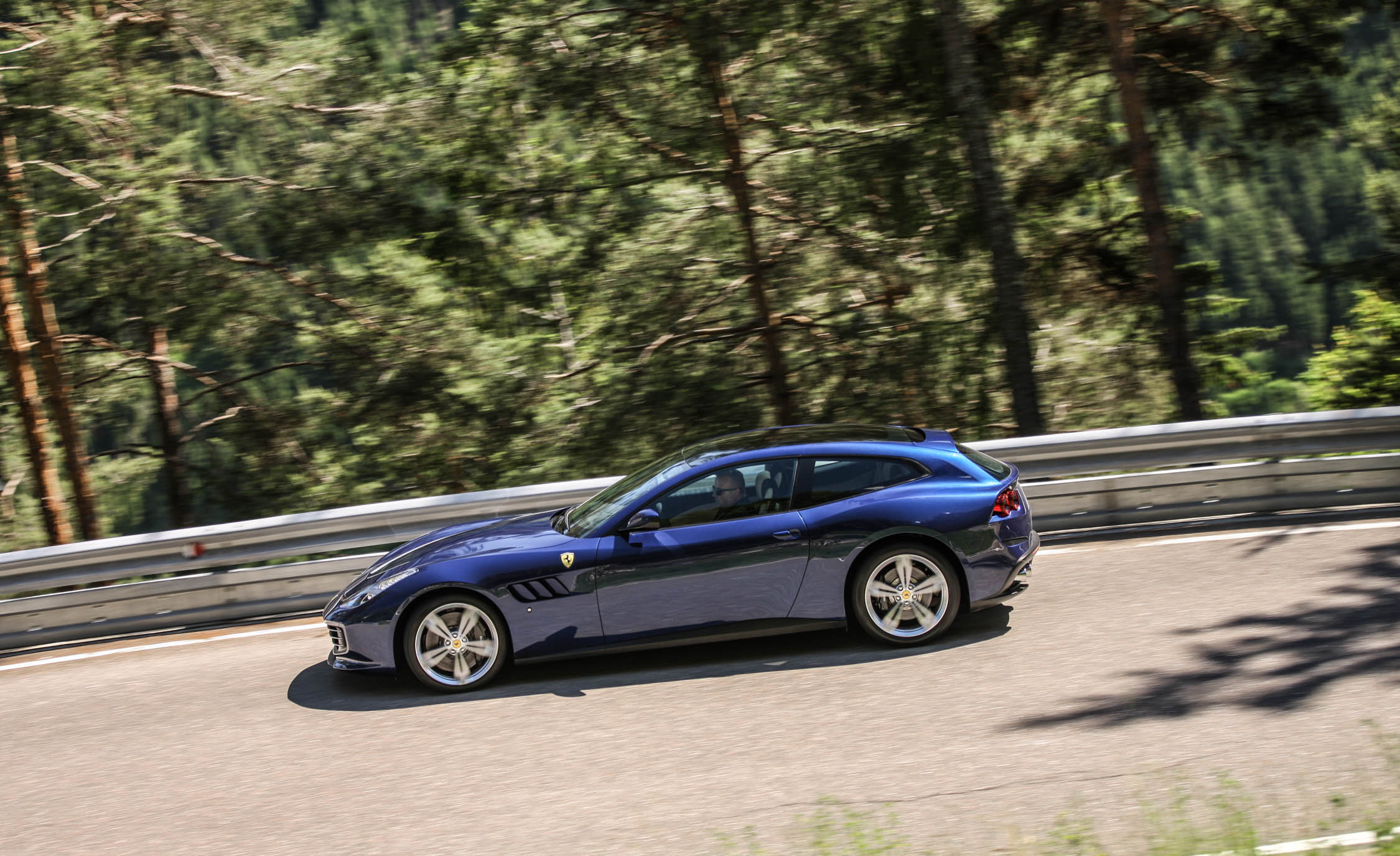 2017 Ferrari GTC4Lusso (Photo 31 of 52)