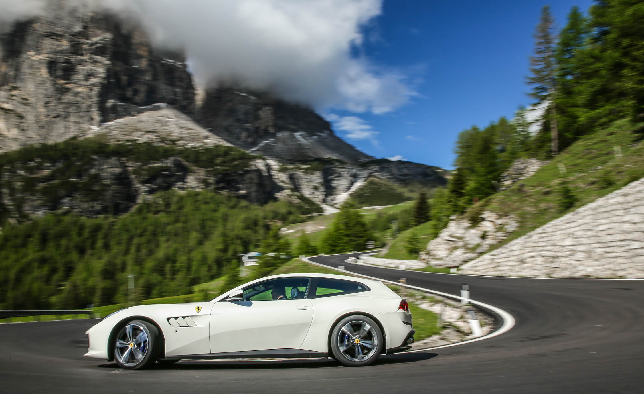 2017 Ferrari GTC4Lusso (Photo 17 of 52)