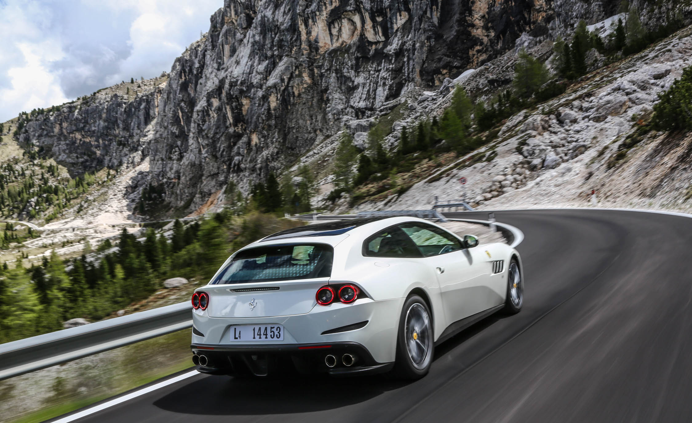2017 Ferrari GTC4Lusso (Photo 24 of 52)