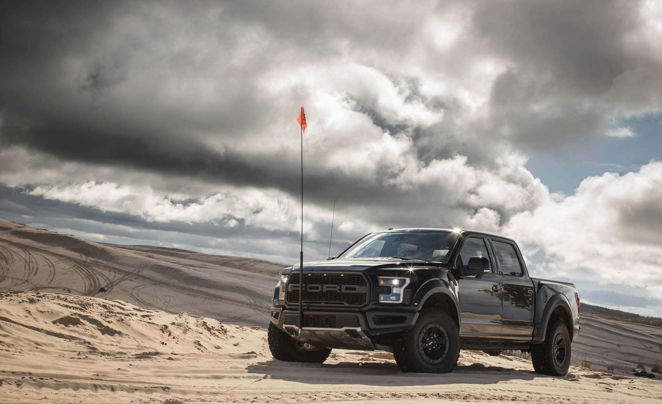 2017 Ford F 150 Raptor SuperCrew Exterior Black Metallic (Photo 19 of 47)