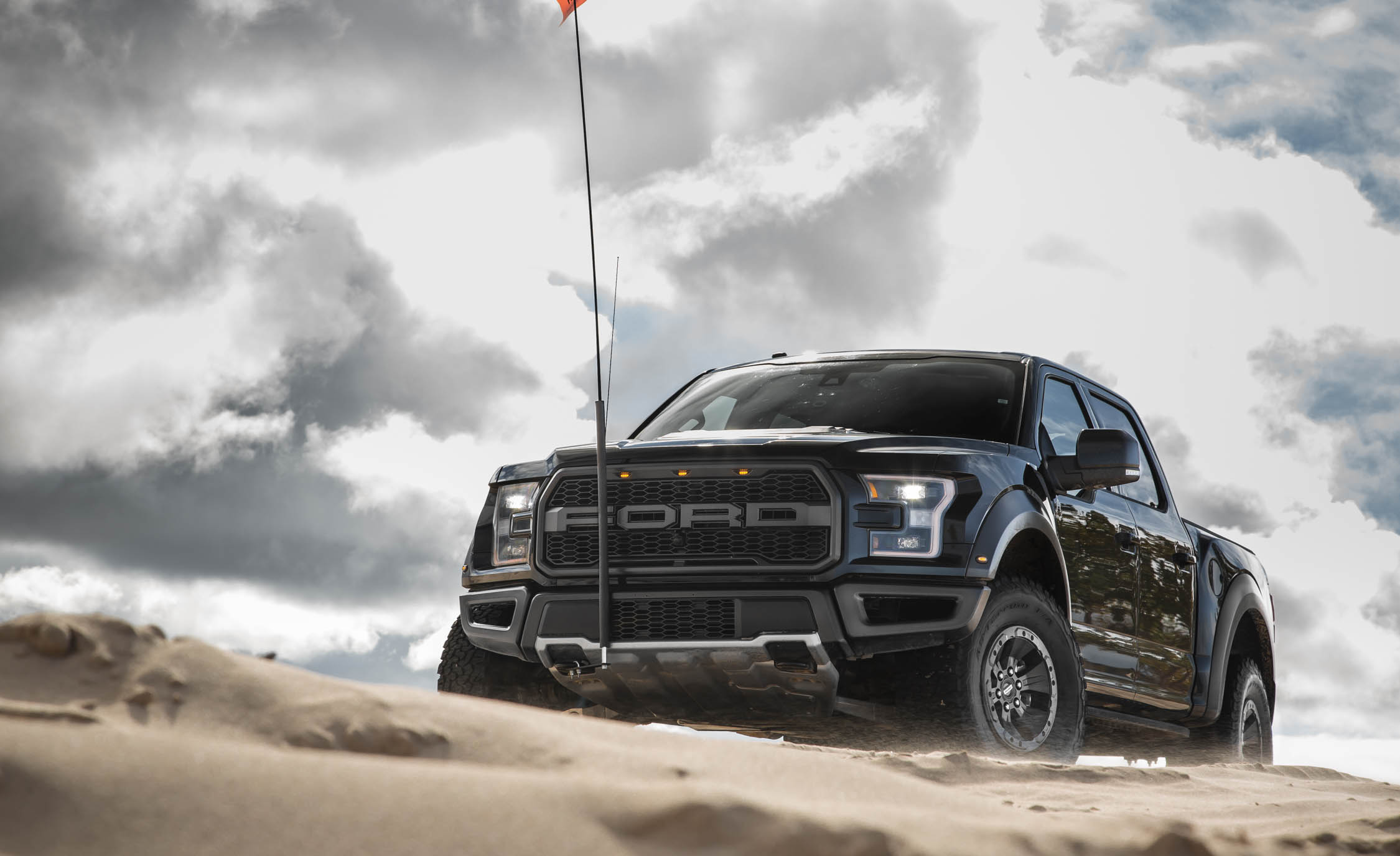 2017 Ford F 150 Raptor SuperCrew Exterior Front Corner (View 29 of 47)