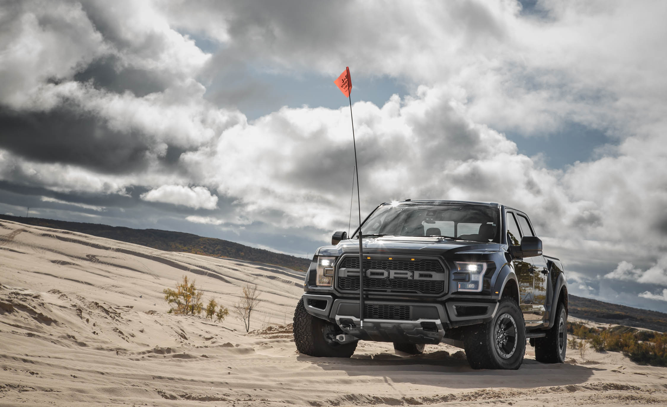 2017 Ford F 150 Raptor SuperCrew Exterior Front (View 30 of 47)