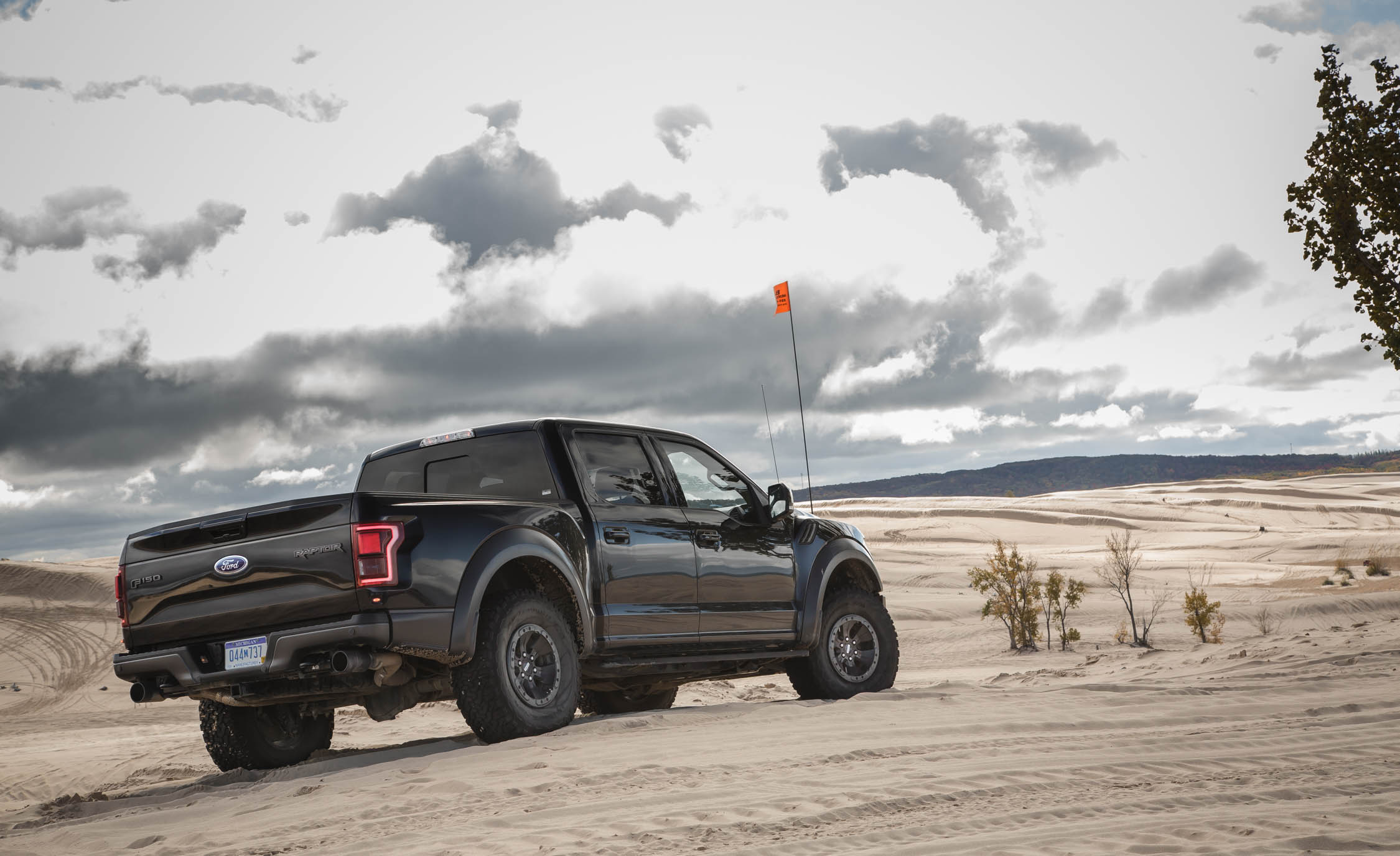 2017 Ford F 150 Raptor SuperCrew Exterior Rear And Side (View 19 of 47)