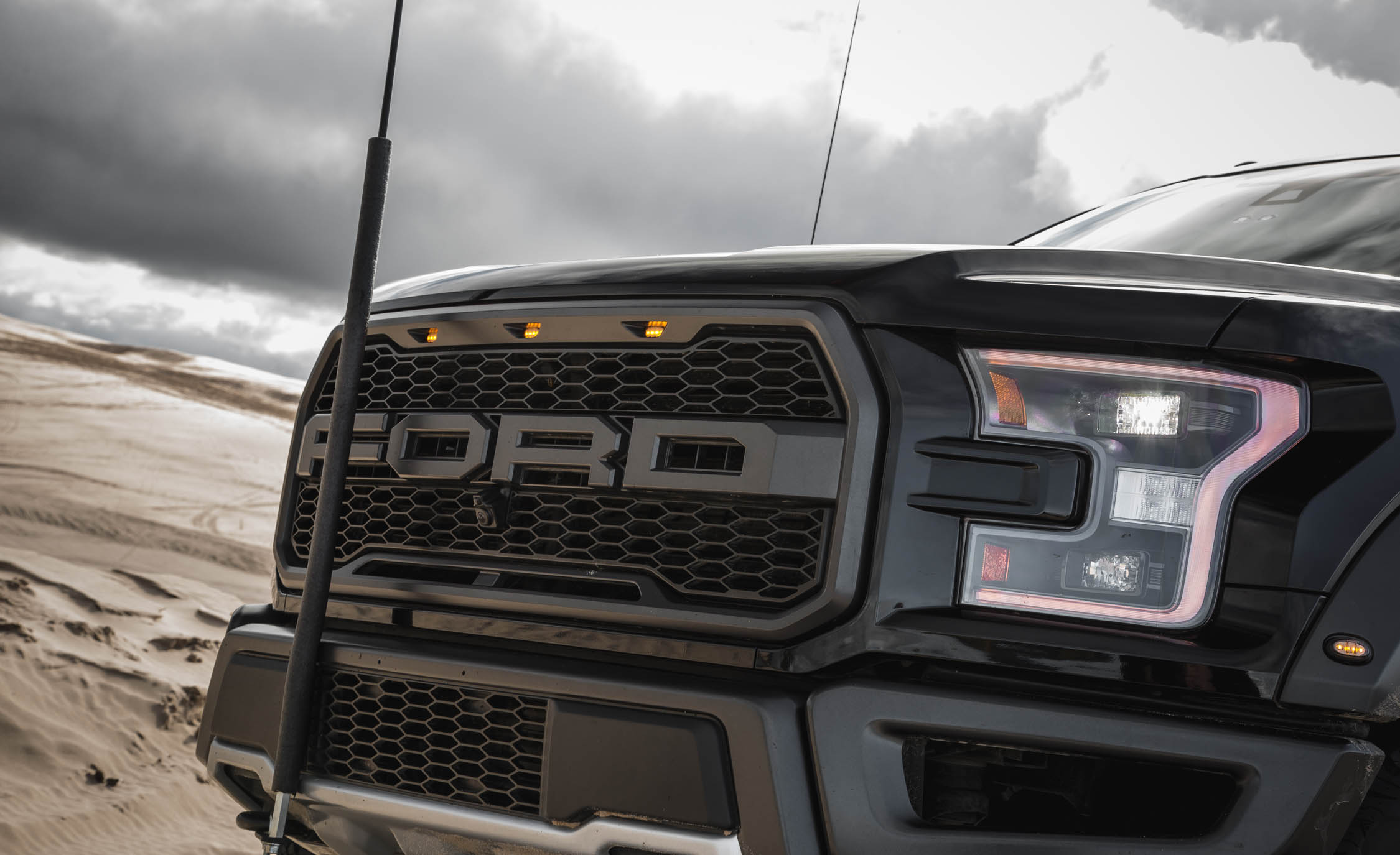 2017 Ford F 150 Raptor SuperCrew Exterior View Grille (Photo 23 of 47)