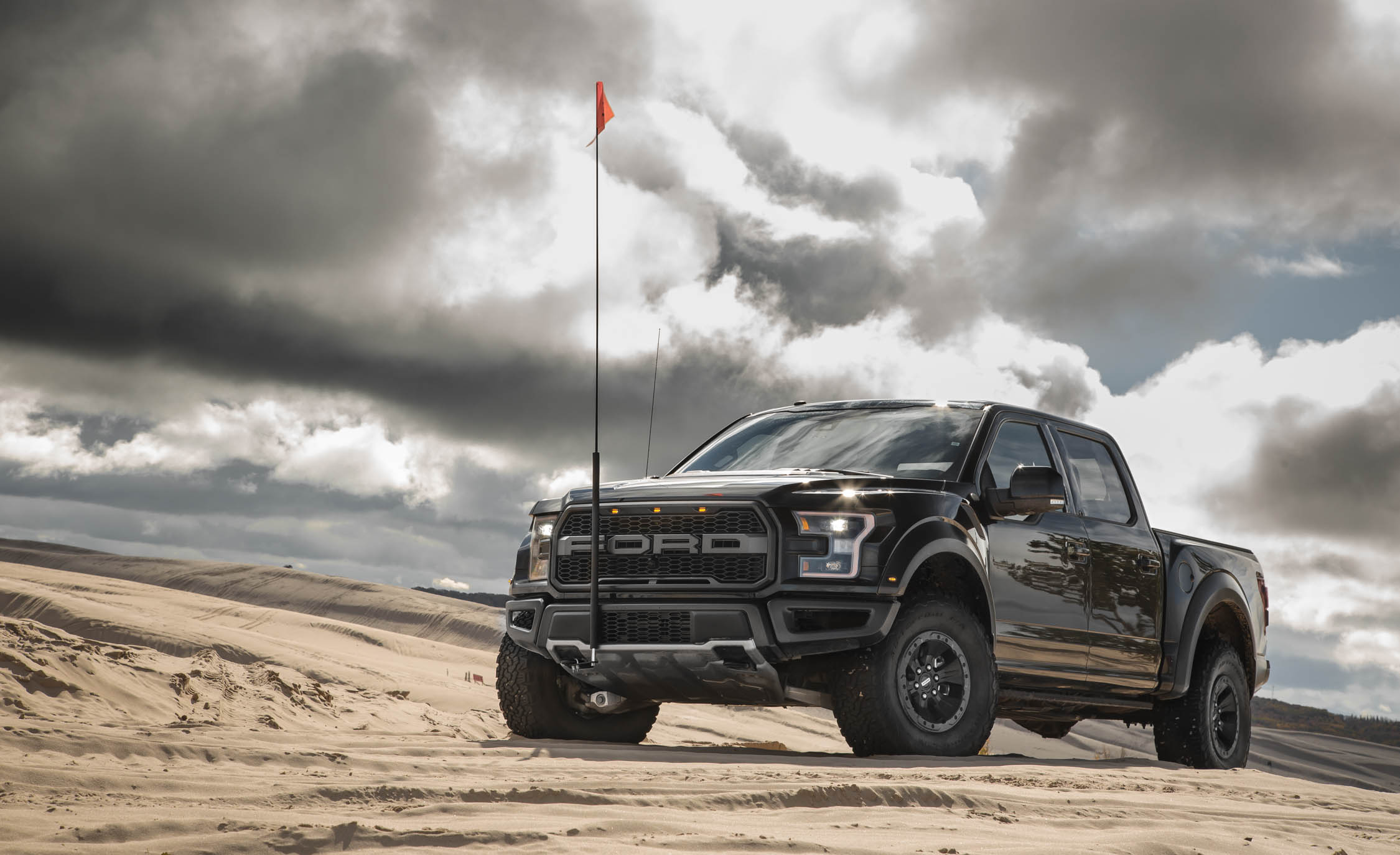 2017 Ford F 150 Raptor SuperCrew Exterior (View 27 of 47)