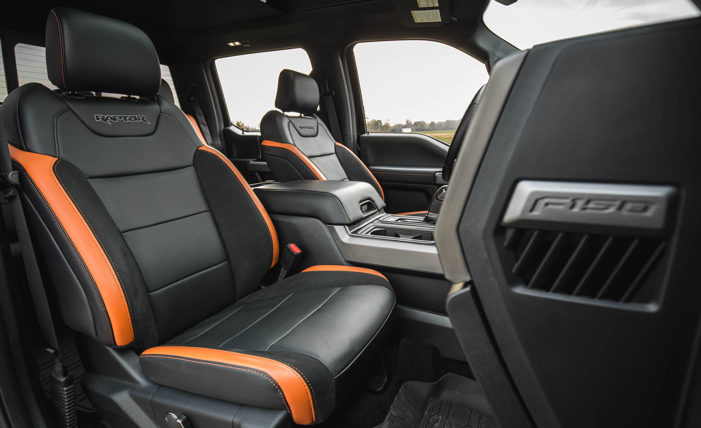 2017 Ford F 150 Raptor SuperCrew Interior Seats Front (Photo 31 of 47)