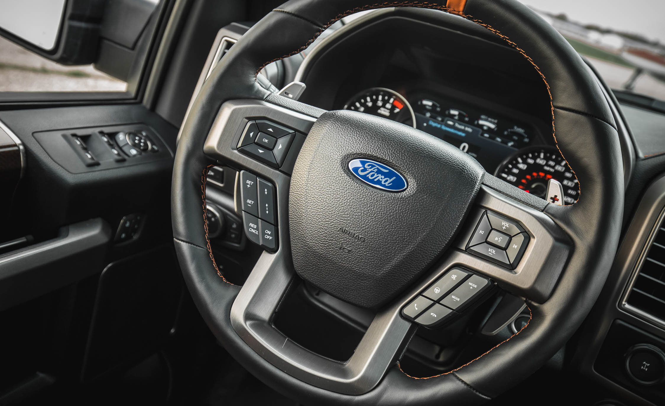 2017 Ford F 150 Raptor SuperCrew Interior View Steering Wheel (Photo 41 of 47)