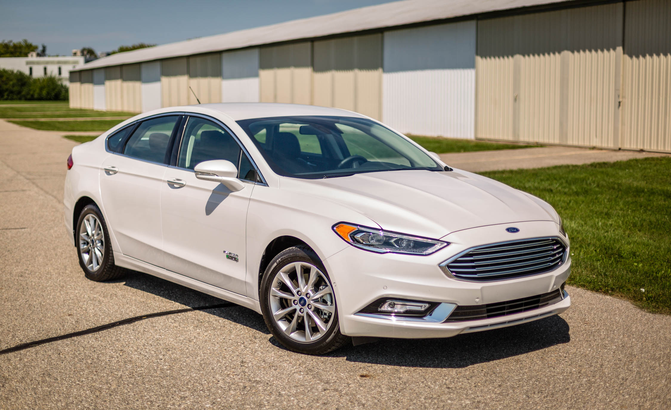 2017 Ford Fusion Energi Pictures Gallery (19 Images)