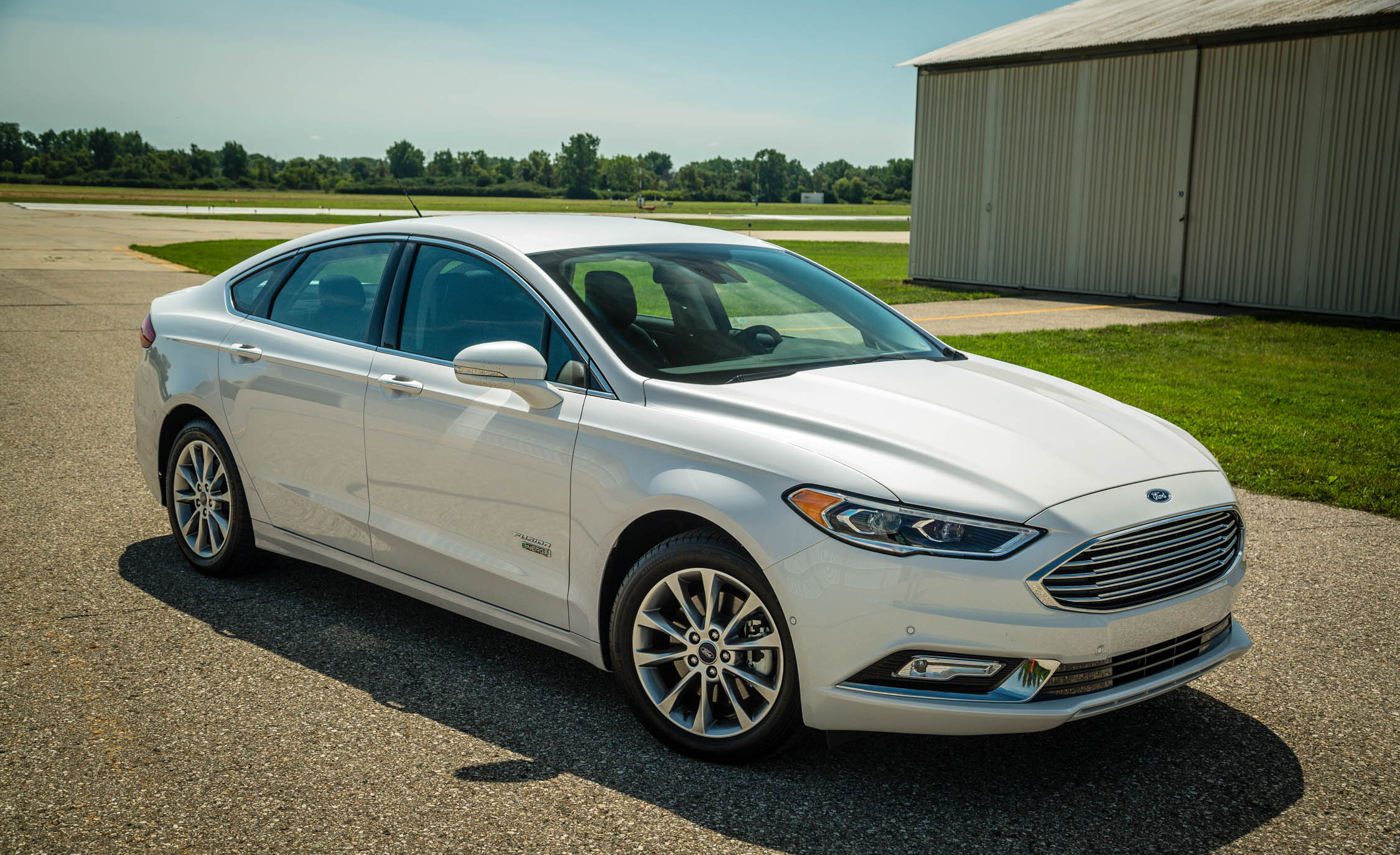 2017 Ford Fusion Energi Titanium Exterior Front White (Photo 9 of 19)