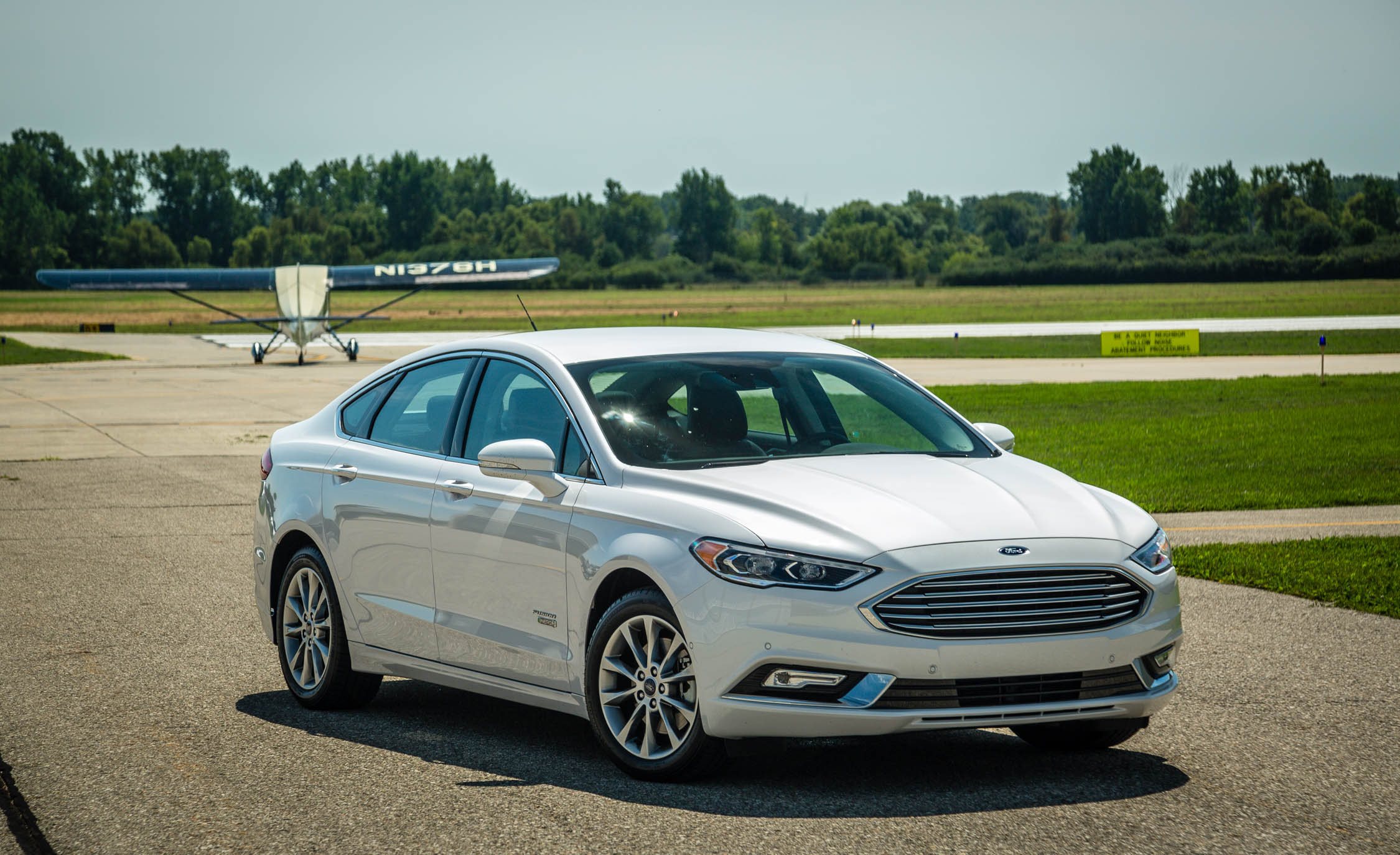 2017 Ford Fusion Energi Titanium (Photo 6 of 19)