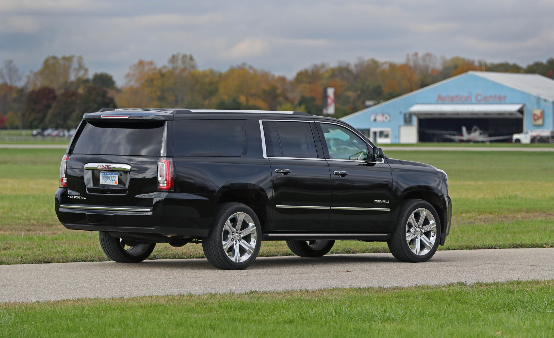 2017 Gmc Yukon Xl Denali Exterior Rear And Side (Photo 6 of 26)