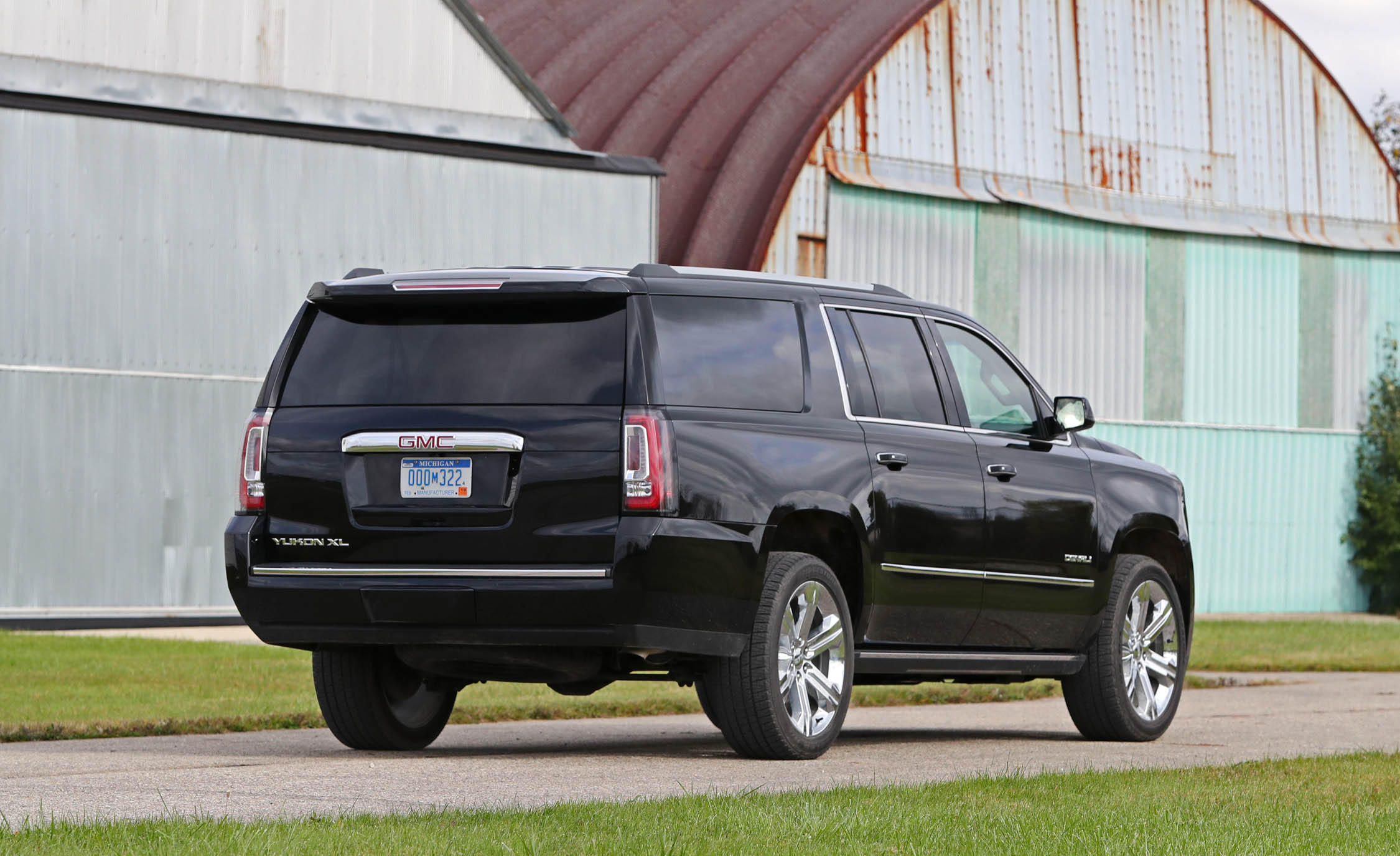 2017 Gmc Yukon Xl Denali Exterior Rear (Photo 5 of 26)