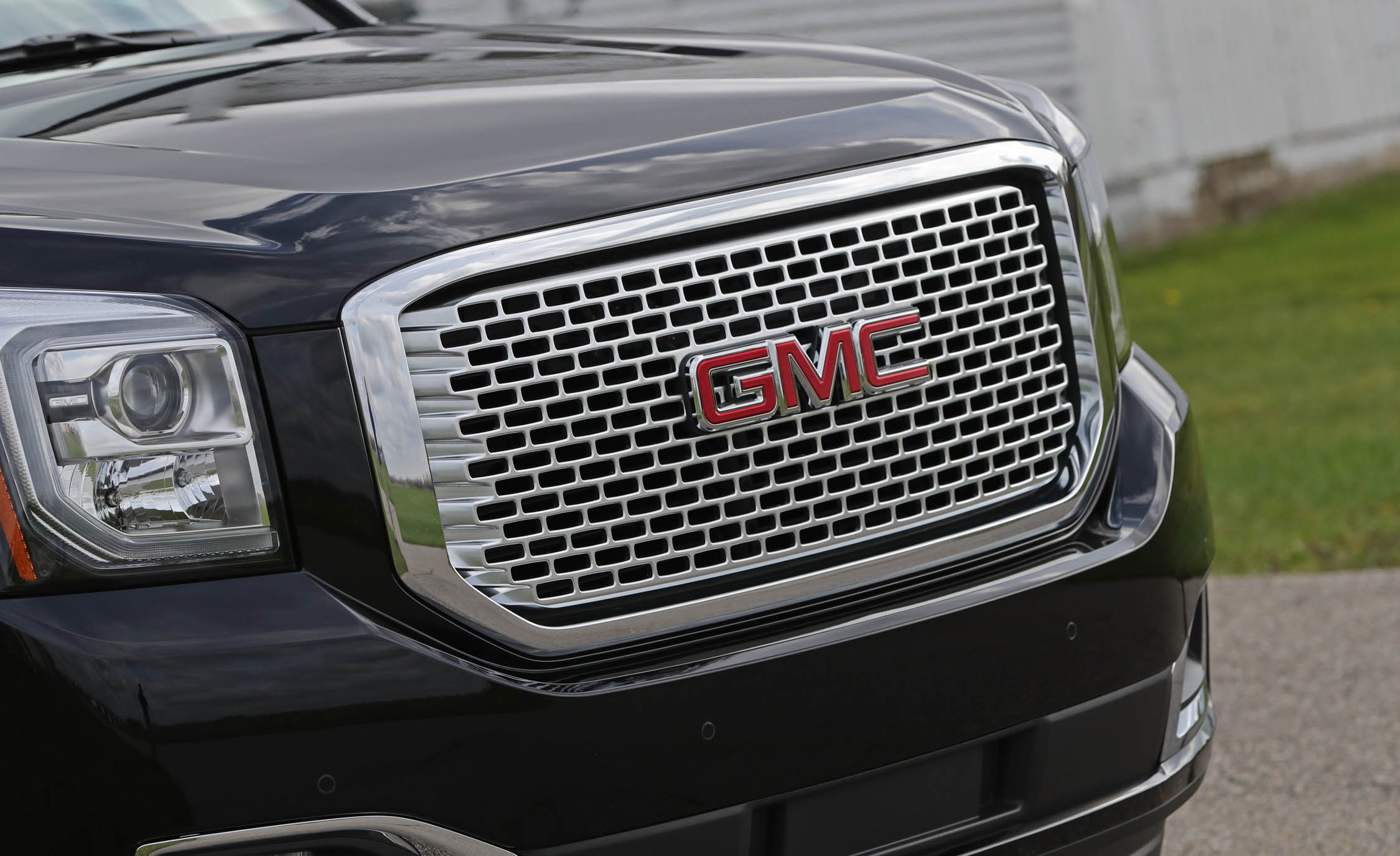 2017 Gmc Yukon Xl Denali Exterior View Grille (Photo 11 of 26)