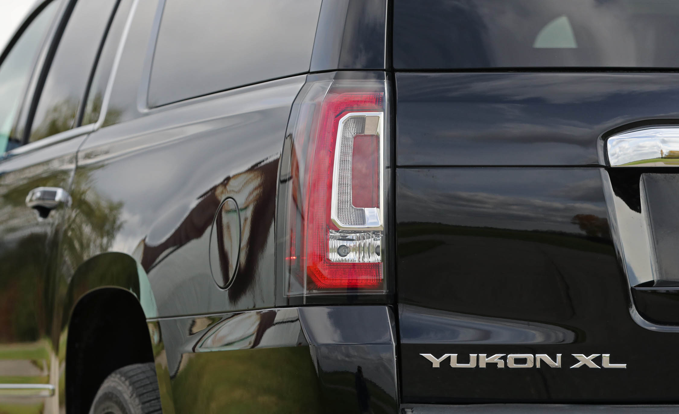 2017 Gmc Yukon Xl Denali Exterior View Taillight (Photo 13 of 26)