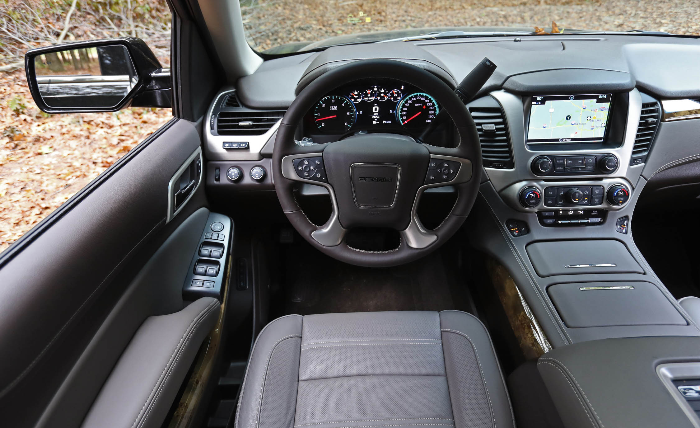 2017 Gmc Yukon Xl Denali Interior Cockpit And Dash (Photo 6 Of 26)