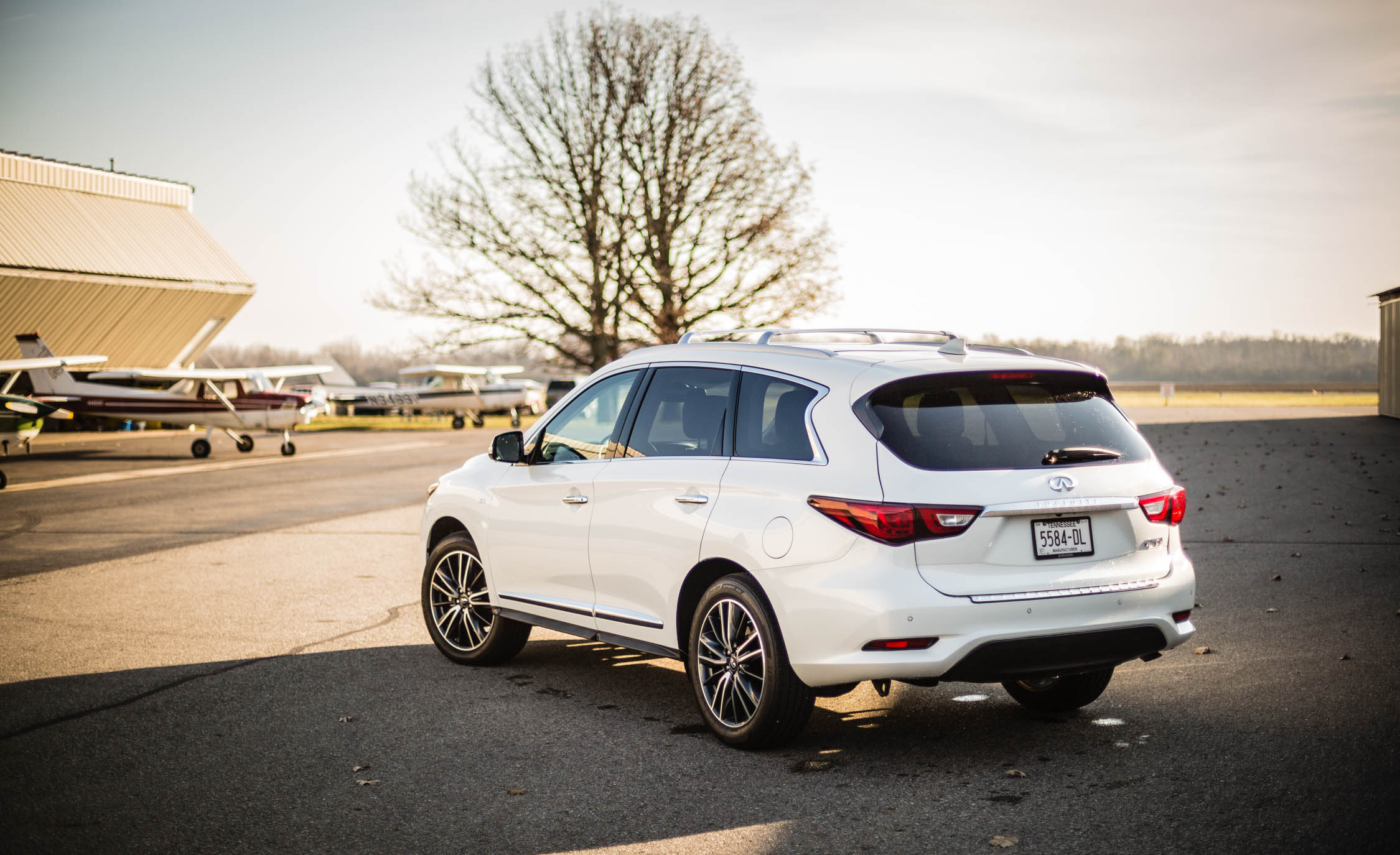 2017 Infiniti Qx60 White Exterior Side And Rear (View 12 of 12)