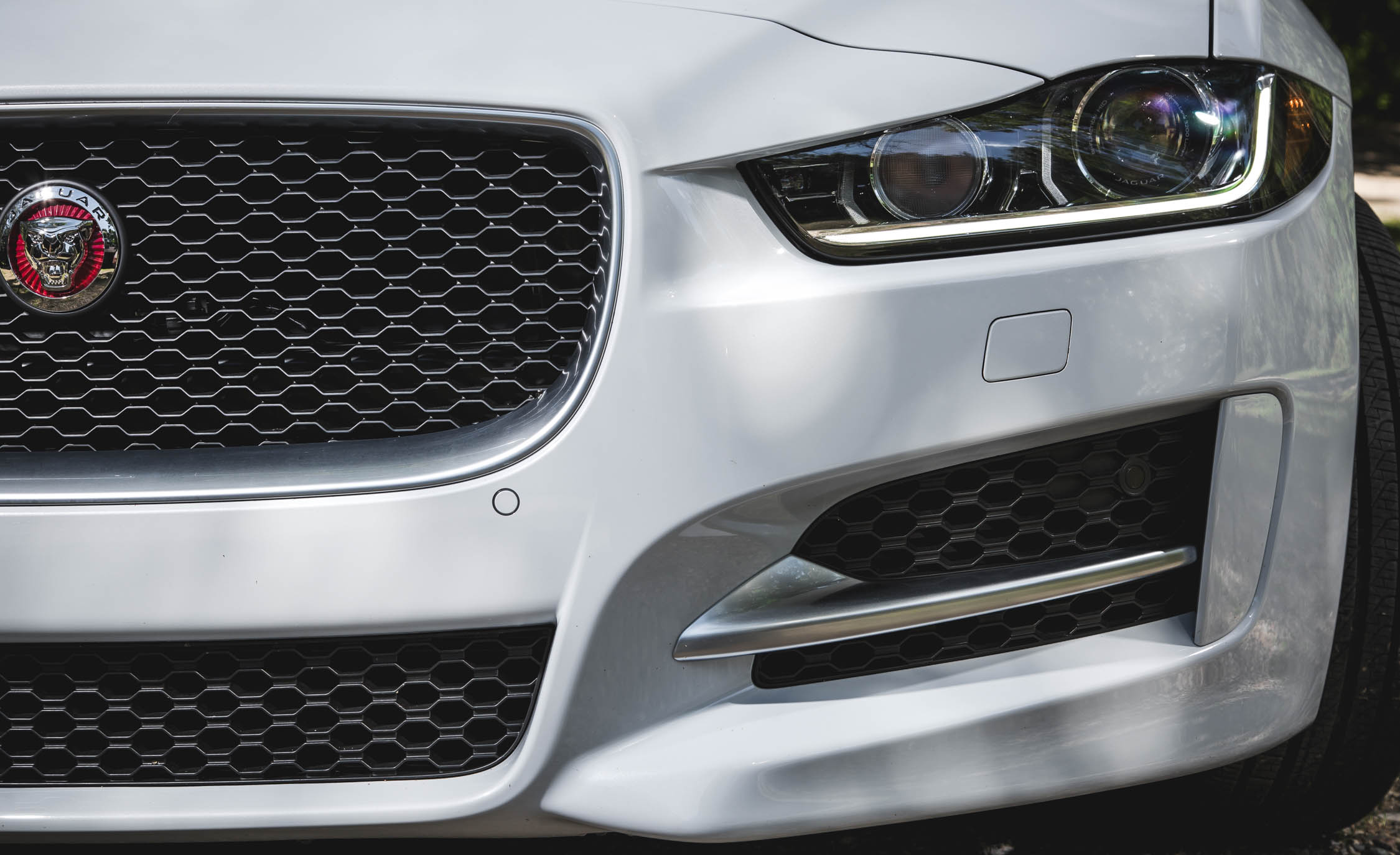 2017 Jaguar Xe White Exterior View Headlight And Grille (View 6 of 32)