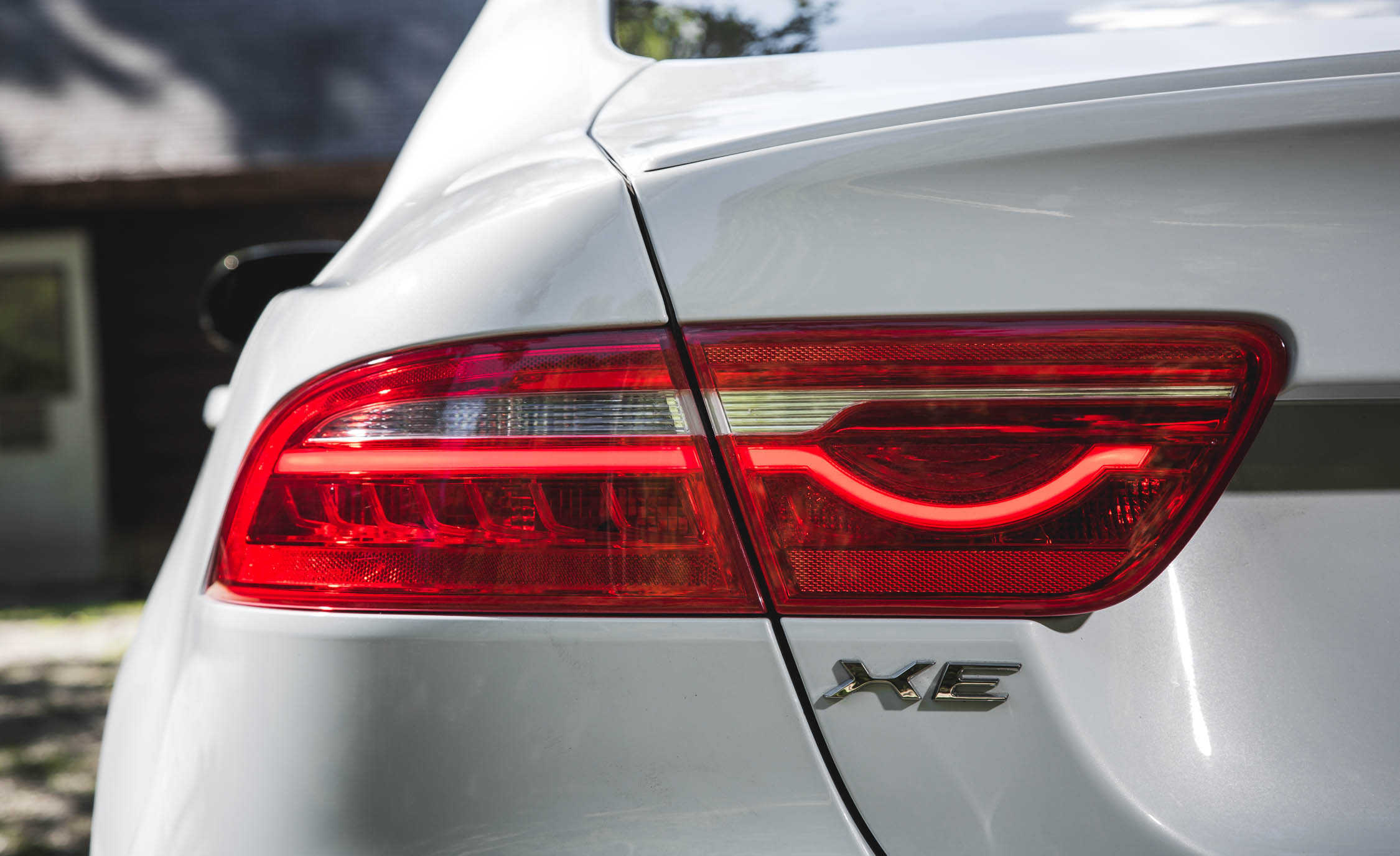 2017 Jaguar Xe White Exterior View Taillight Left Side (Photo 30 of 32)