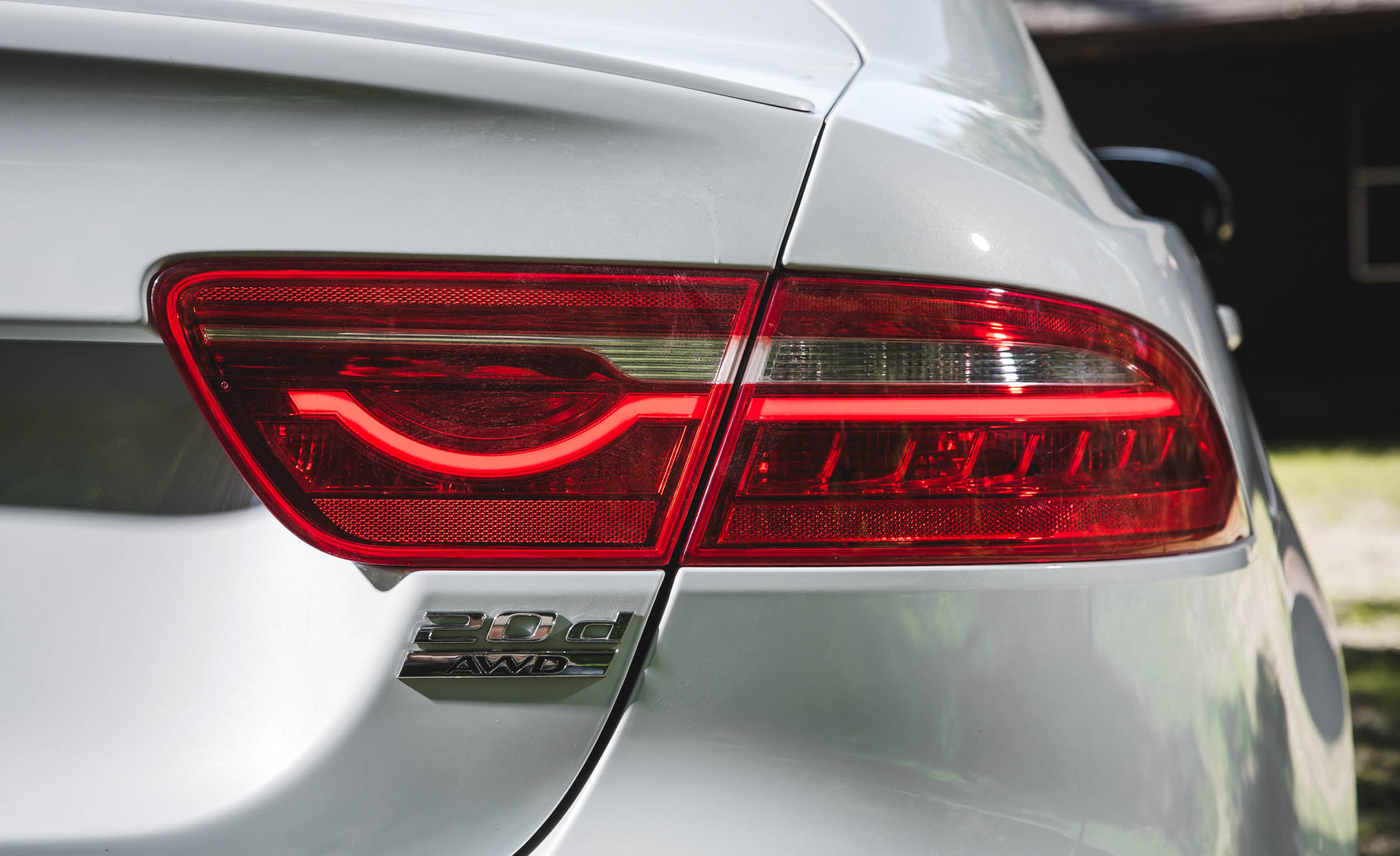 2017 Jaguar Xe White Exterior View Taillight Right Side (Photo 31 of 32)