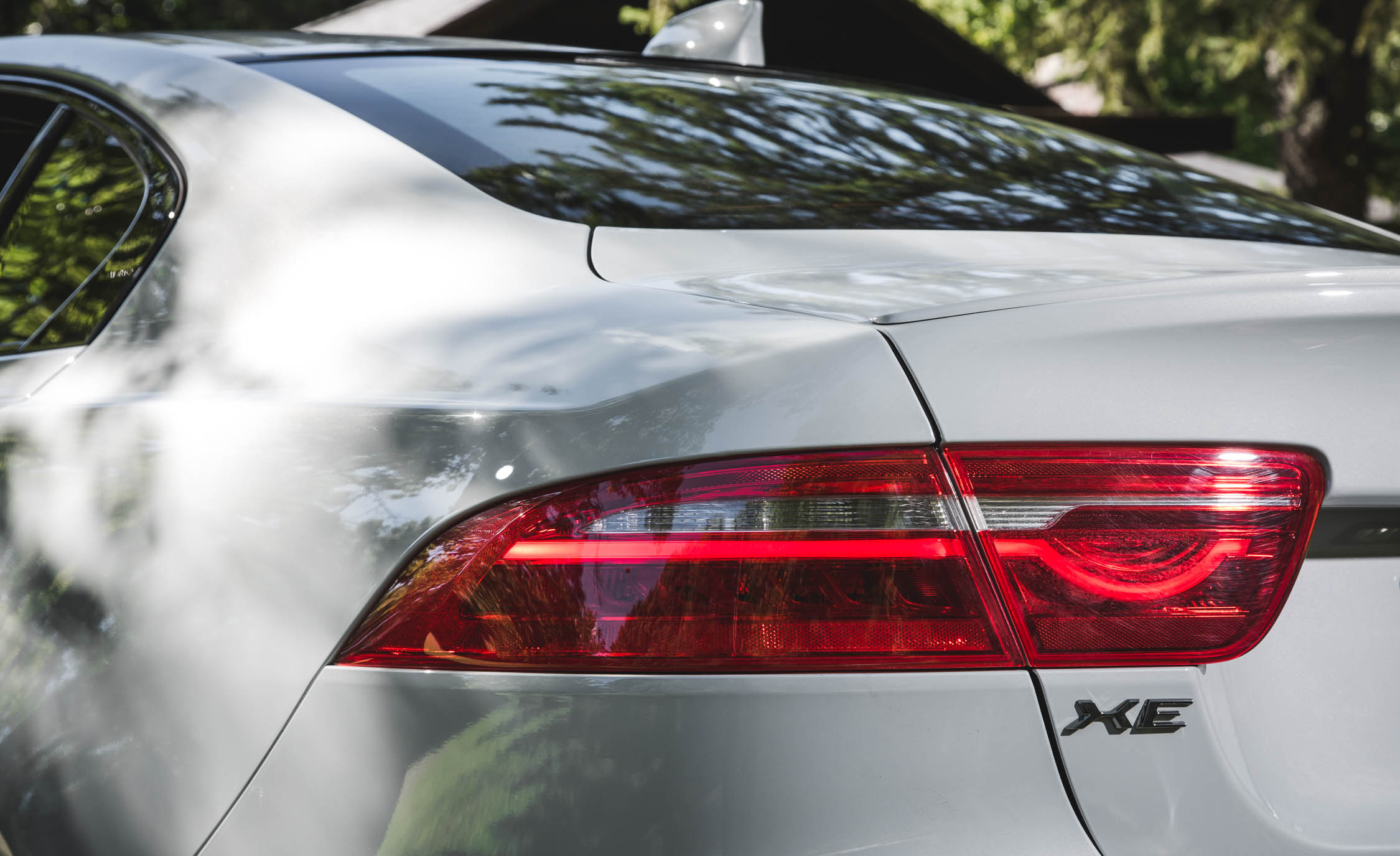 2017 Jaguar Xe White Exterior View Taillight (Photo 29 of 32)
