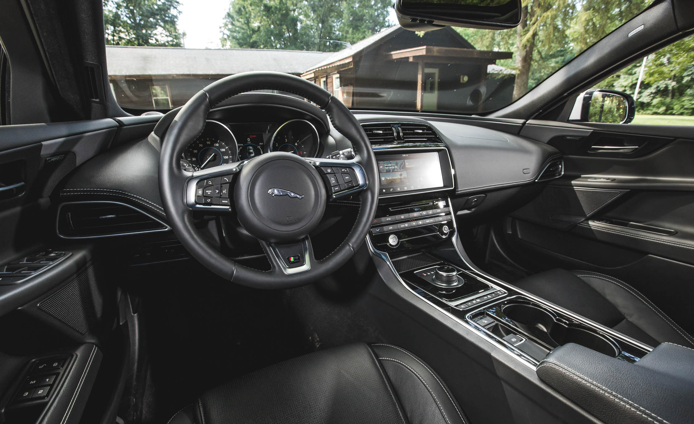 2017 Jaguar Xe Interior Cockpit Steering And Dash (View 19 of 32)