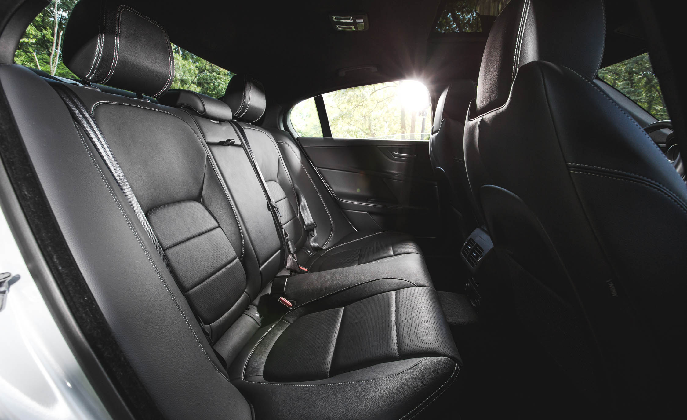 2017 Jaguar Xe Interior Seats Rear Passengers (View 16 of 32)