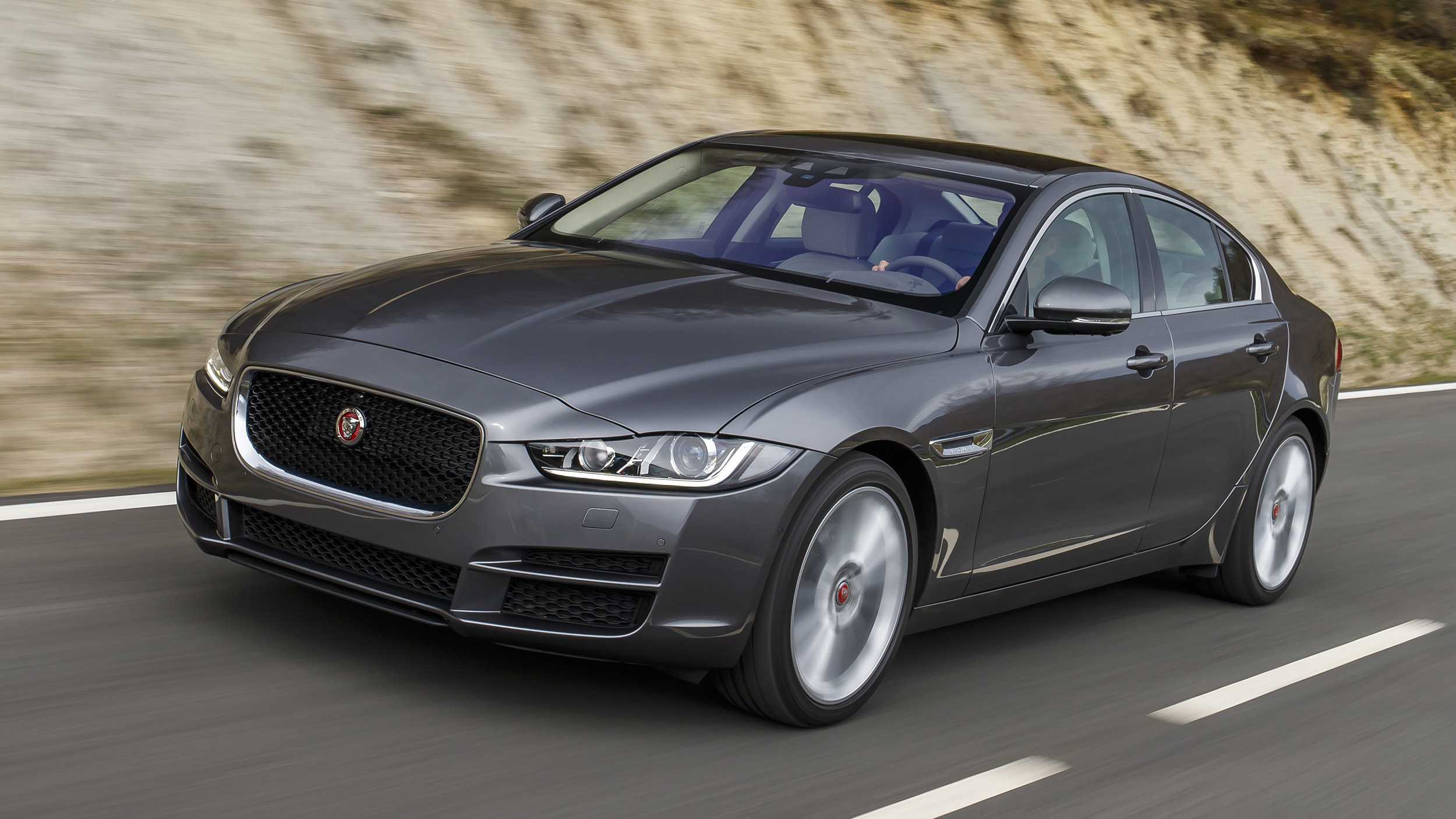 Featured Image of 2017 Jaguar XE