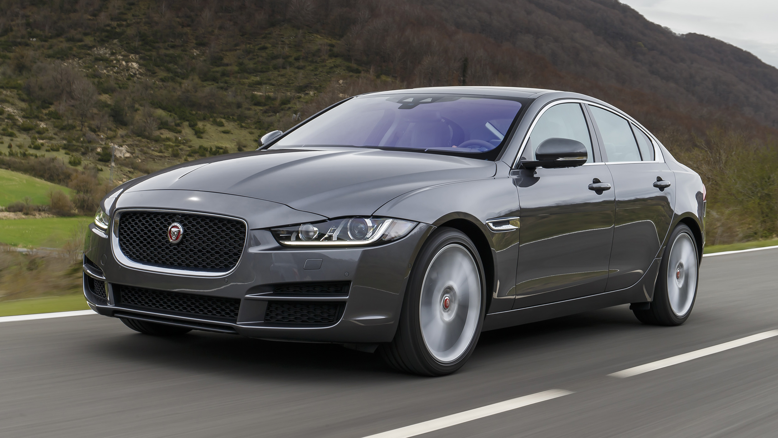 2017 Jaguar Xe (Photo 1 of 32)