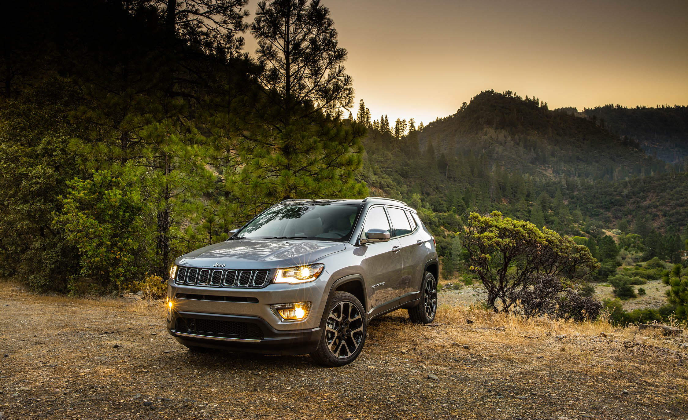 2017 Jeep Compass Limited 4× (Photo 15 of 49)
