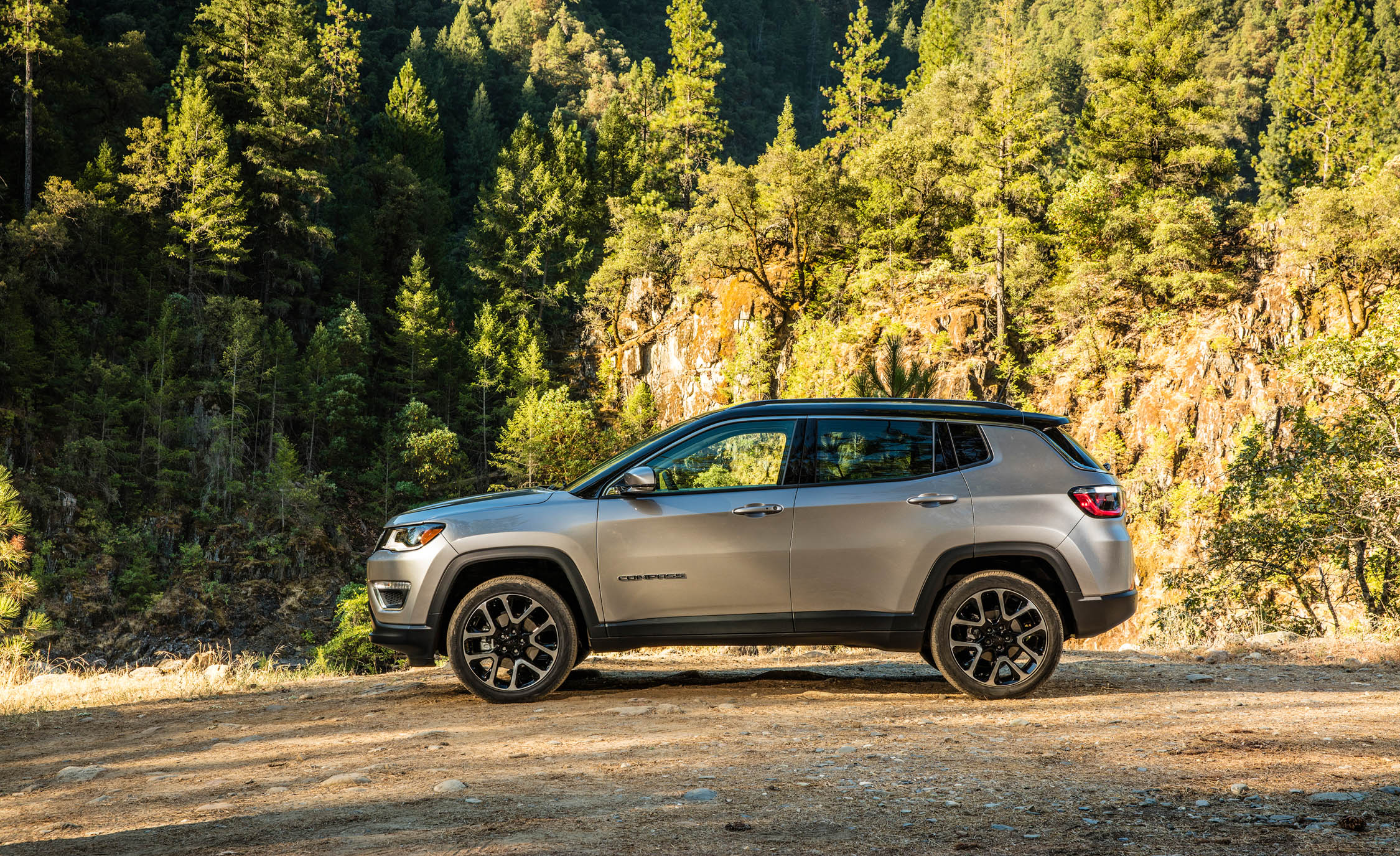 2017 Jeep Compass Limited 4× (Photo 12 of 49)