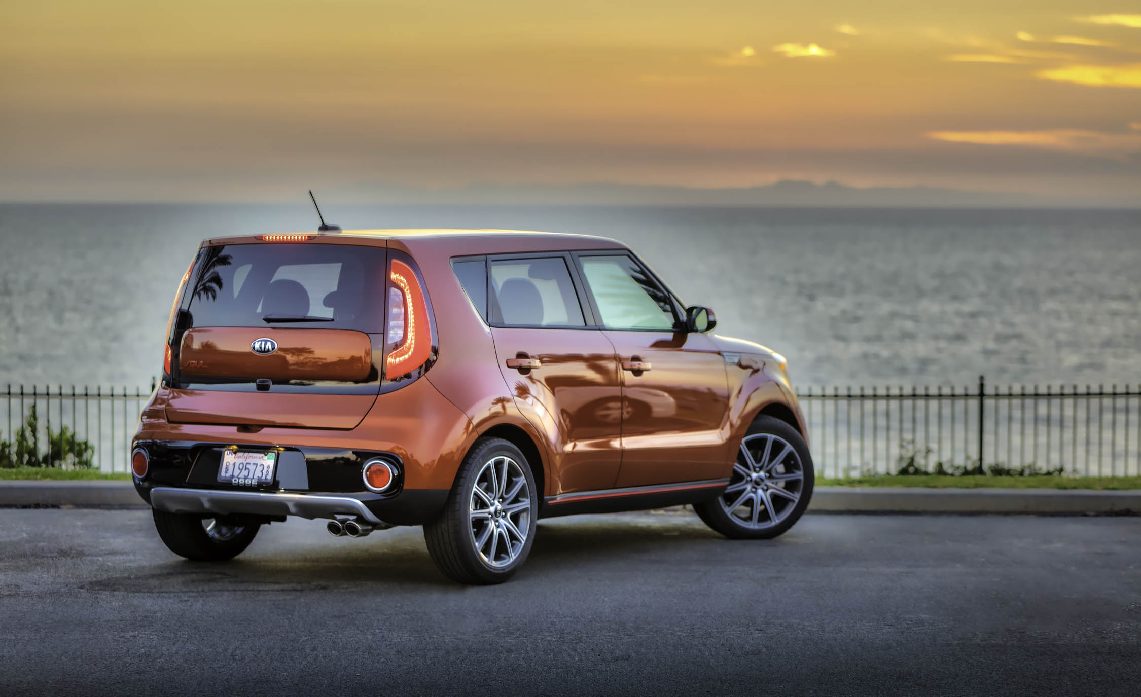 2017 Kia Soul Turbo Exterior Rear And Side (View 15 of 15)