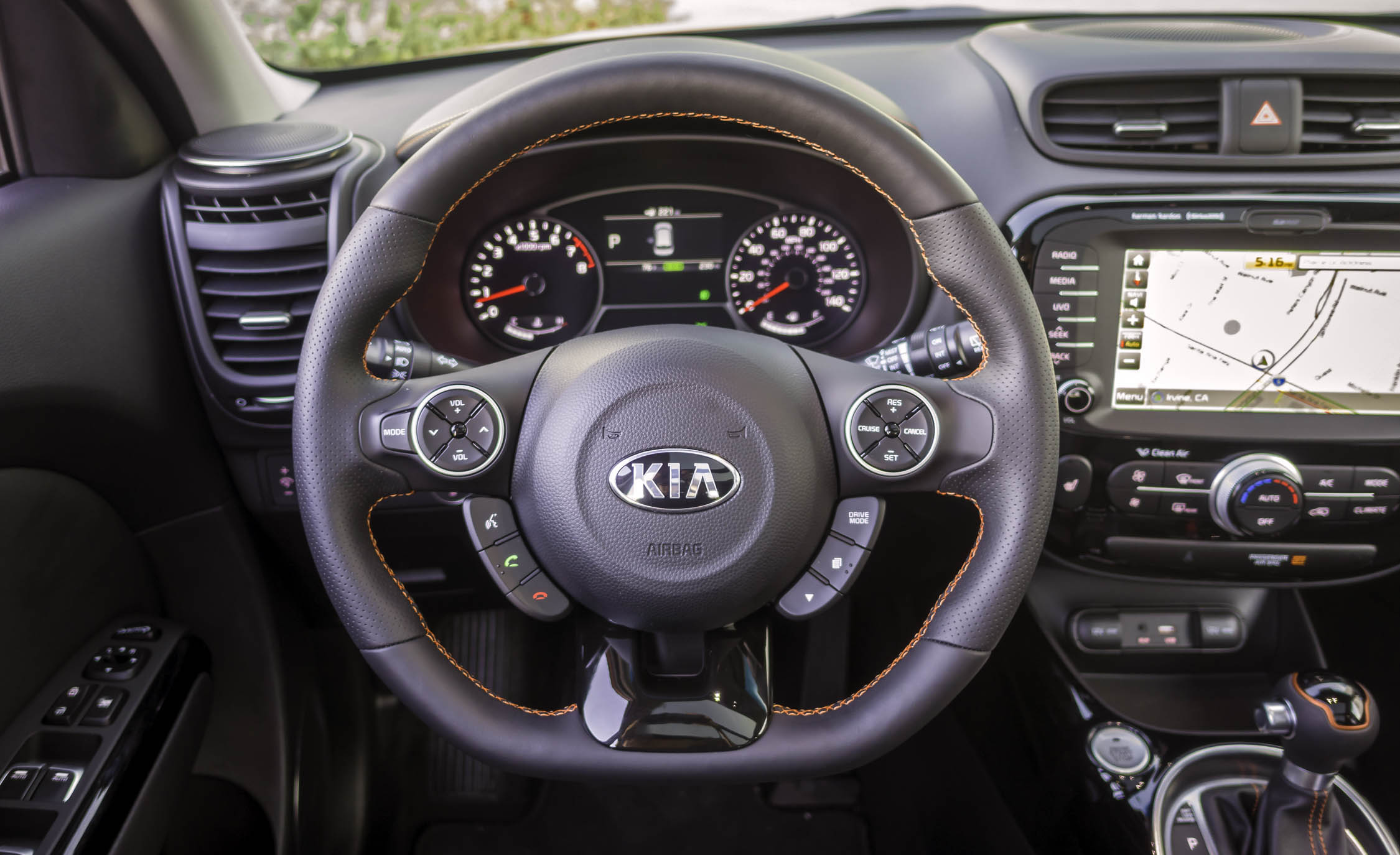 2017 Kia Soul Turbo Interior View Cockpit Steering Wheel (View 7 of 15)