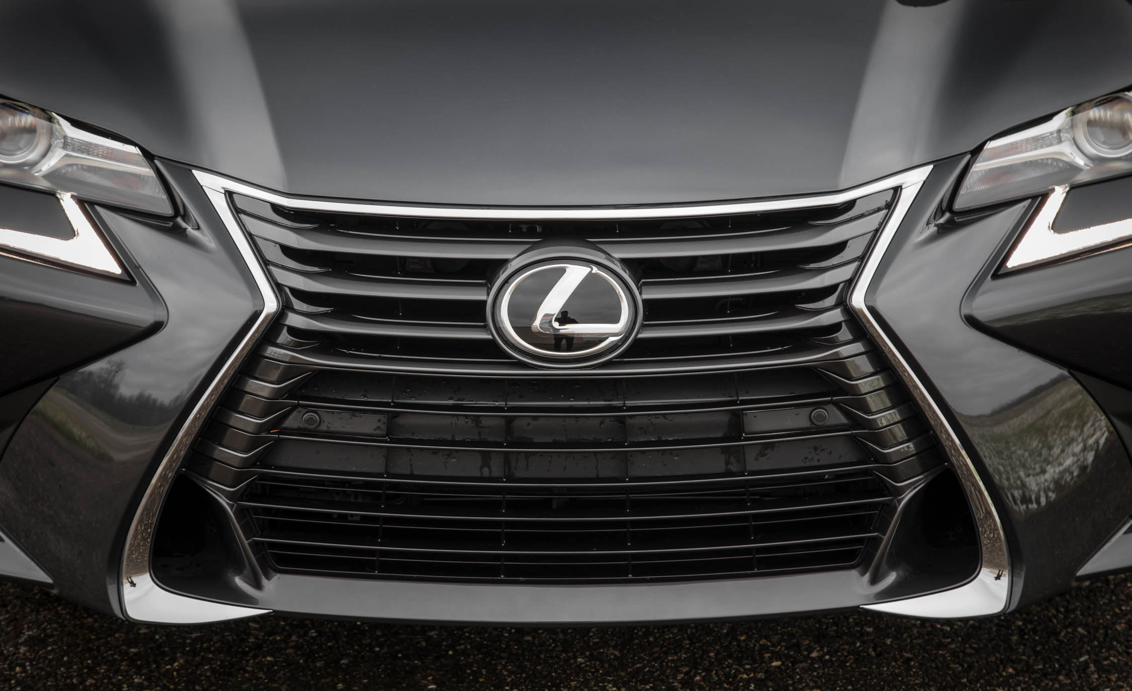 2017 Lexus GS200t Exterior View Grille (Photo 7 of 26)