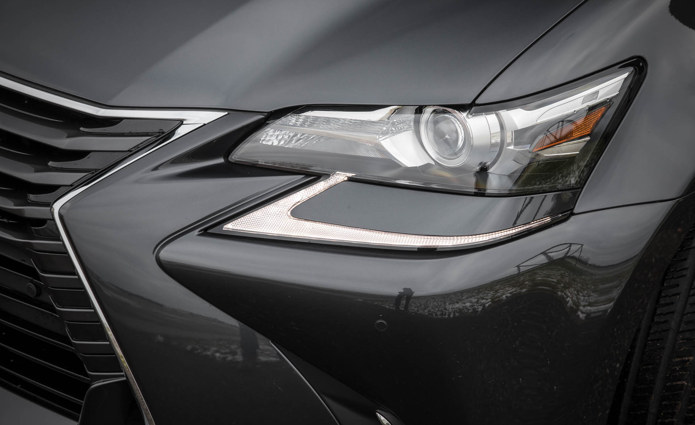 2017 Lexus GS200t Exterior View Headlight Corner (Photo 10 of 26)