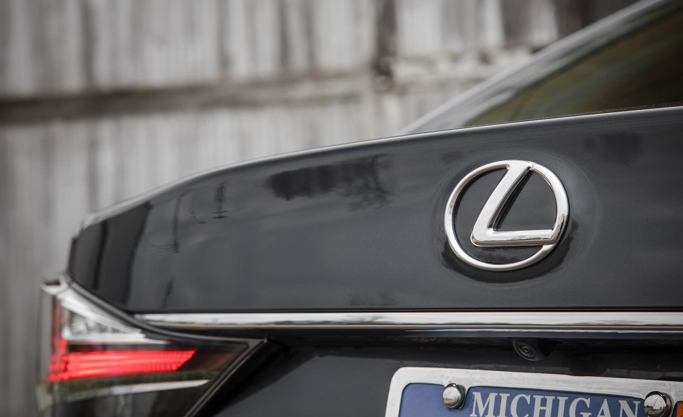 2017 Lexus GS200t Exterior View Rear Badge (Photo 11 of 26)