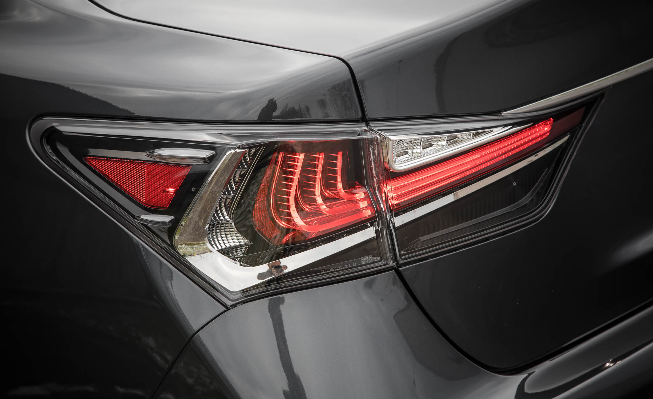 2017 Lexus GS200t Exterior View Taillight Corner (Photo 13 of 26)