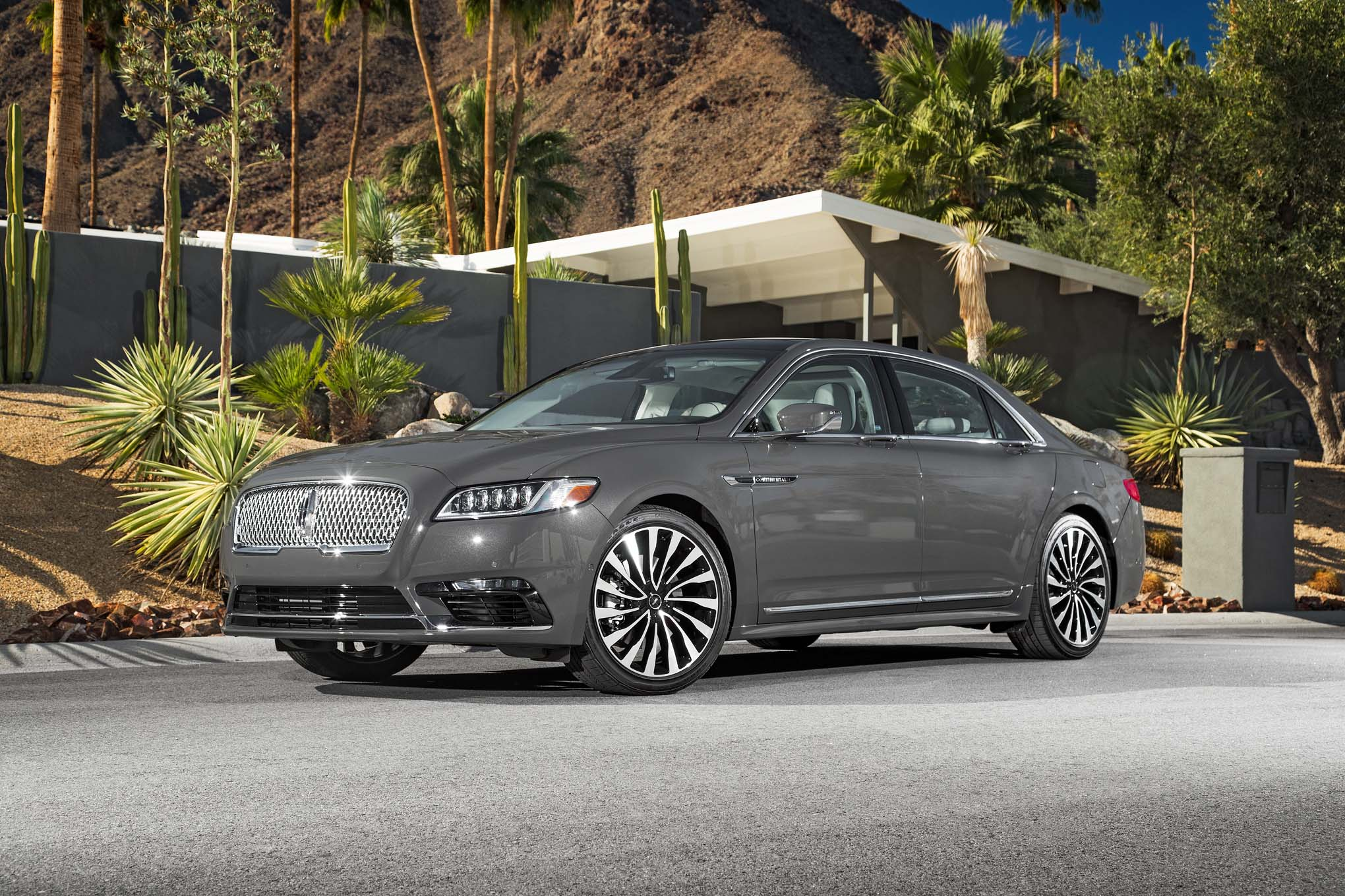 2017 Lincoln Continental Exterior Front And Side (Photo 4 of 41)