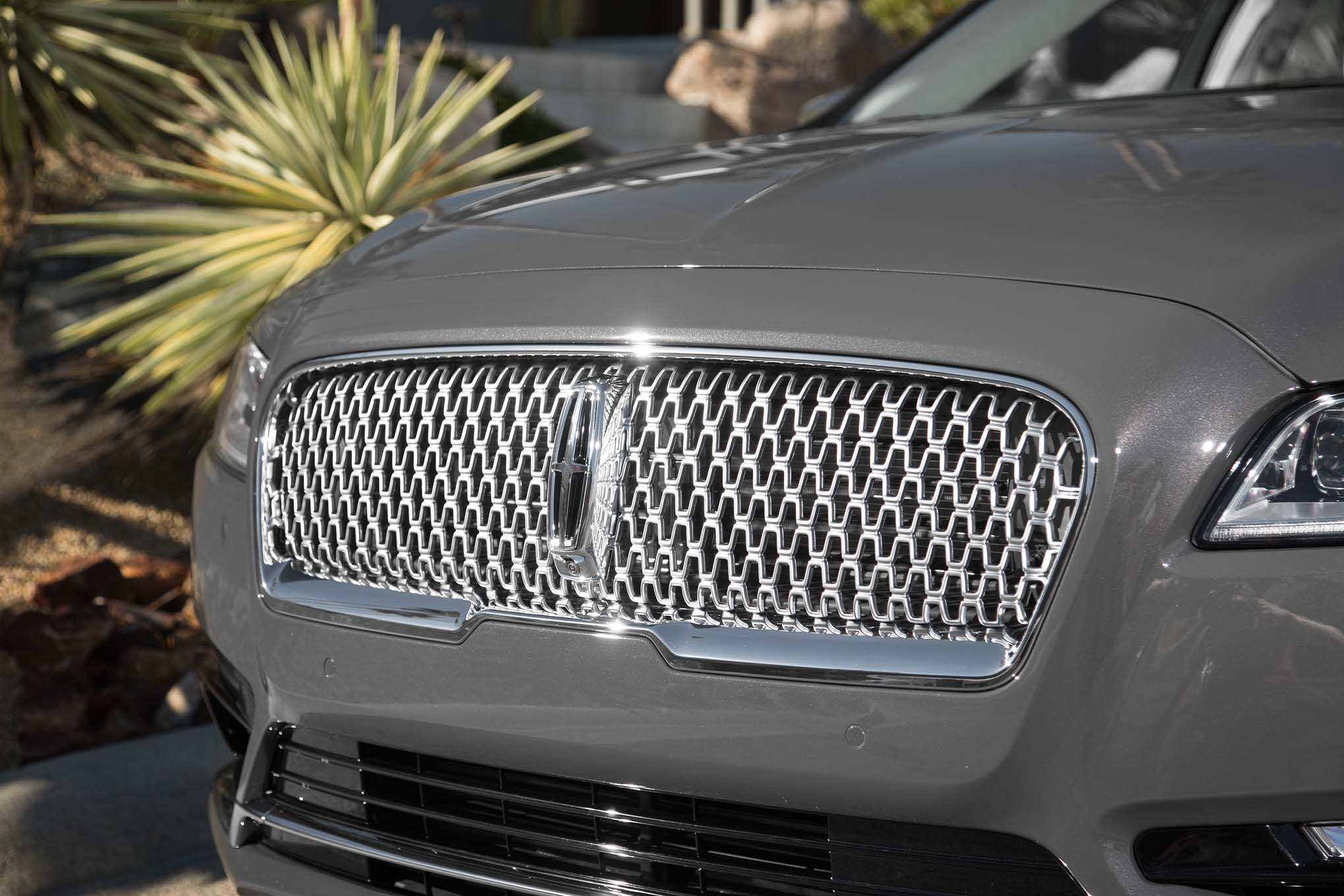 2017 Lincoln Continental Exterior View Grille (Photo 9 of 41)
