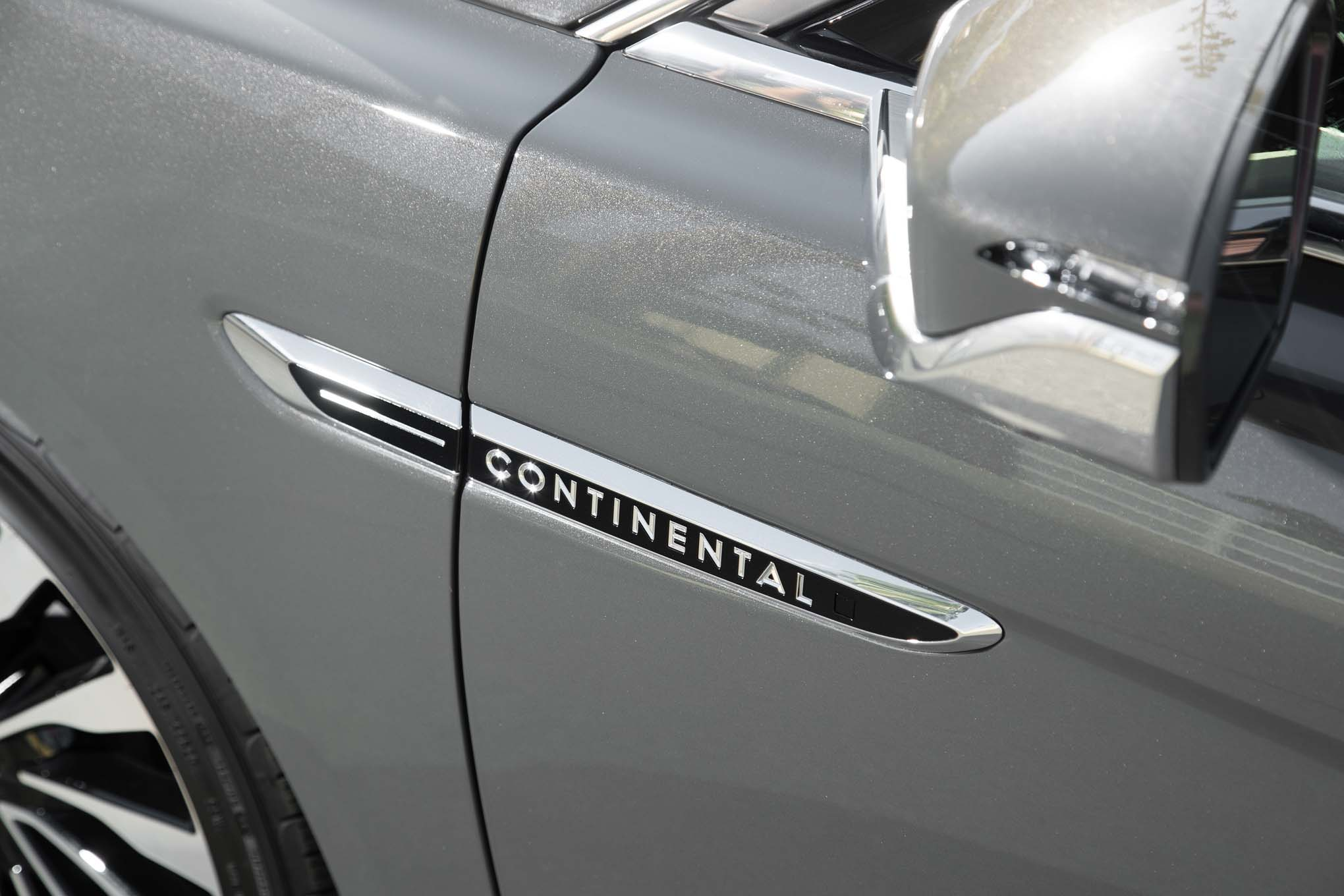 2017 Lincoln Continental Exterior View Side Badge (Photo 13 of 41)