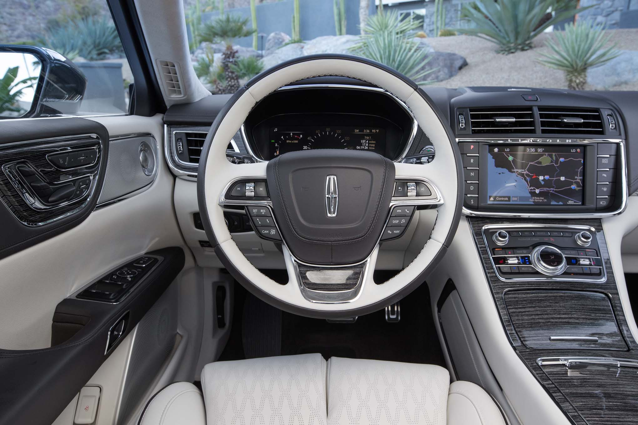 2017 Lincoln Continental Interior View Steering Wheel (Photo 33 of 41)