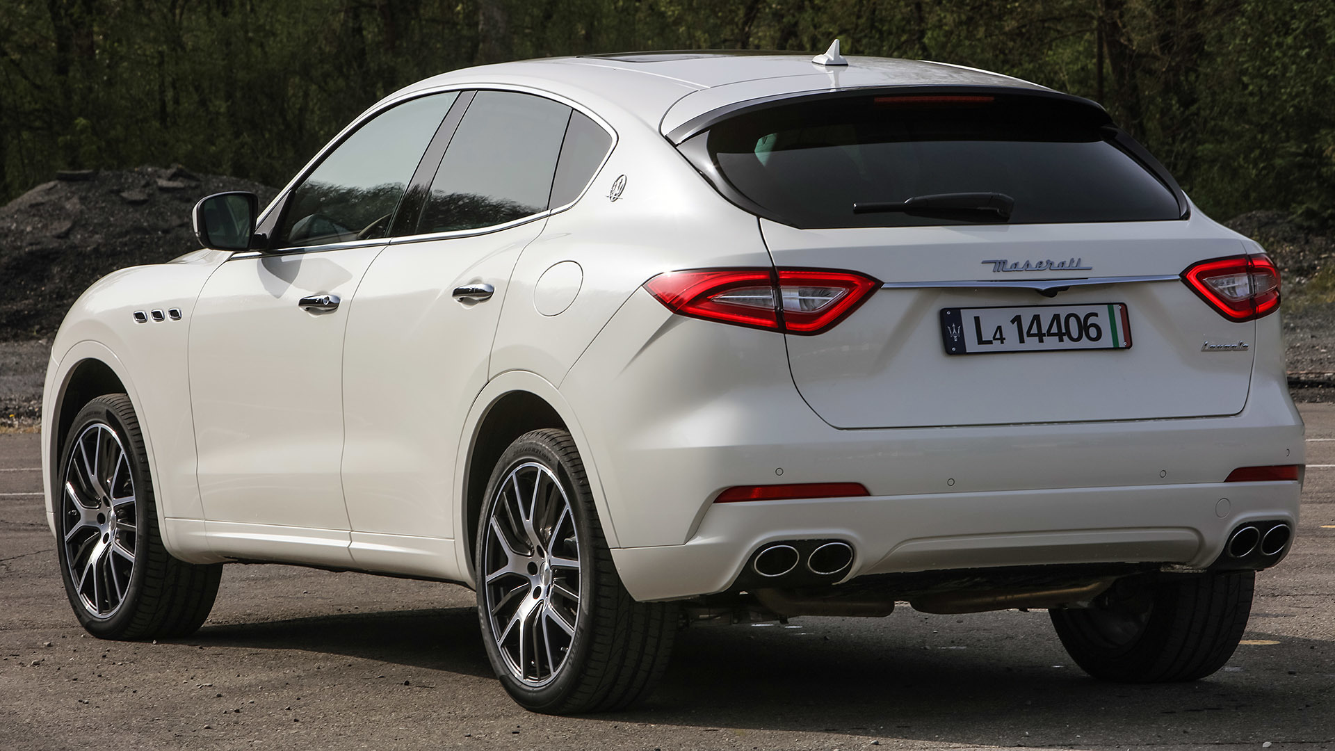 2017 Maserati Levante (Photo 30 of 37)