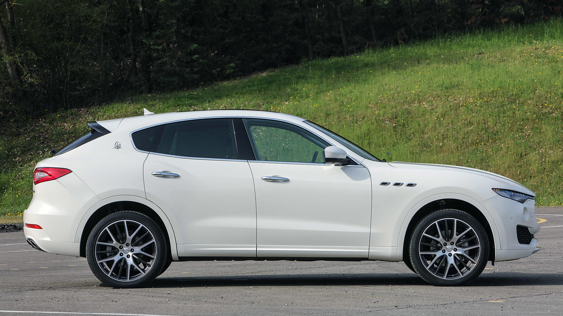 2017 Maserati Levante (Photo 28 of 37)