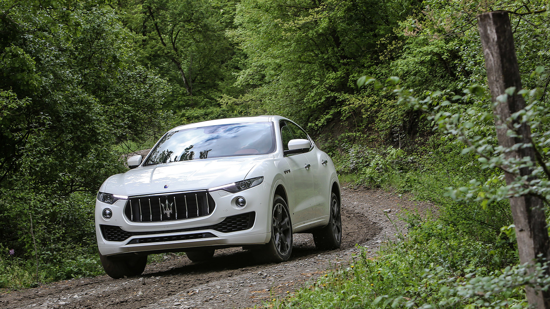 2017 Maserati Levante (Photo 19 of 37)